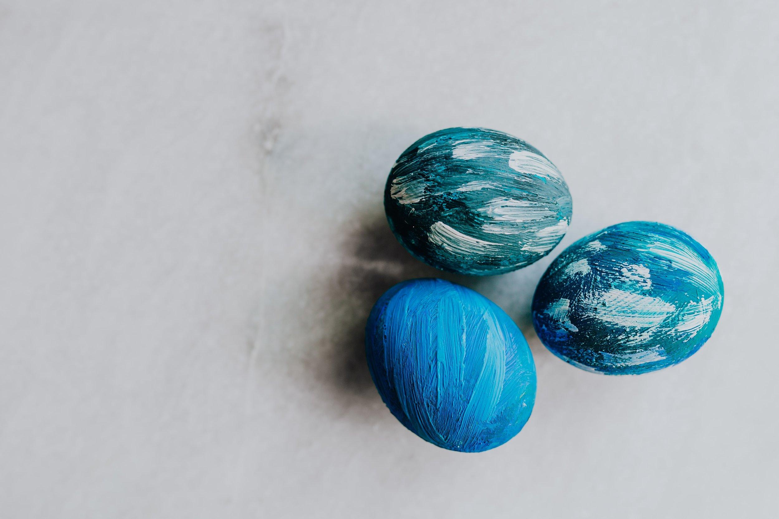 kaboompics_Blue Easter Eggs-2.jpg