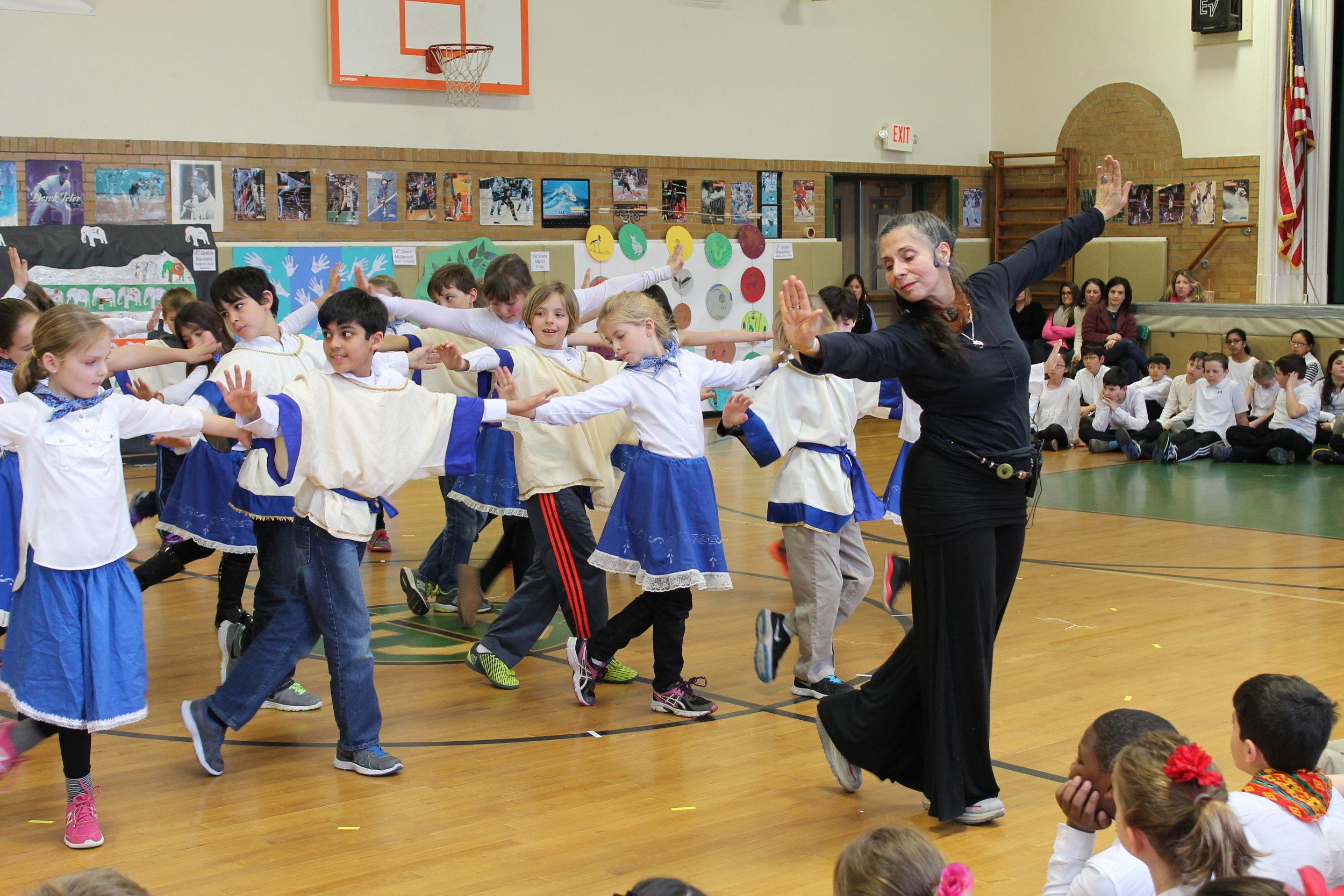 Photo of Livia Vanaver teaching.