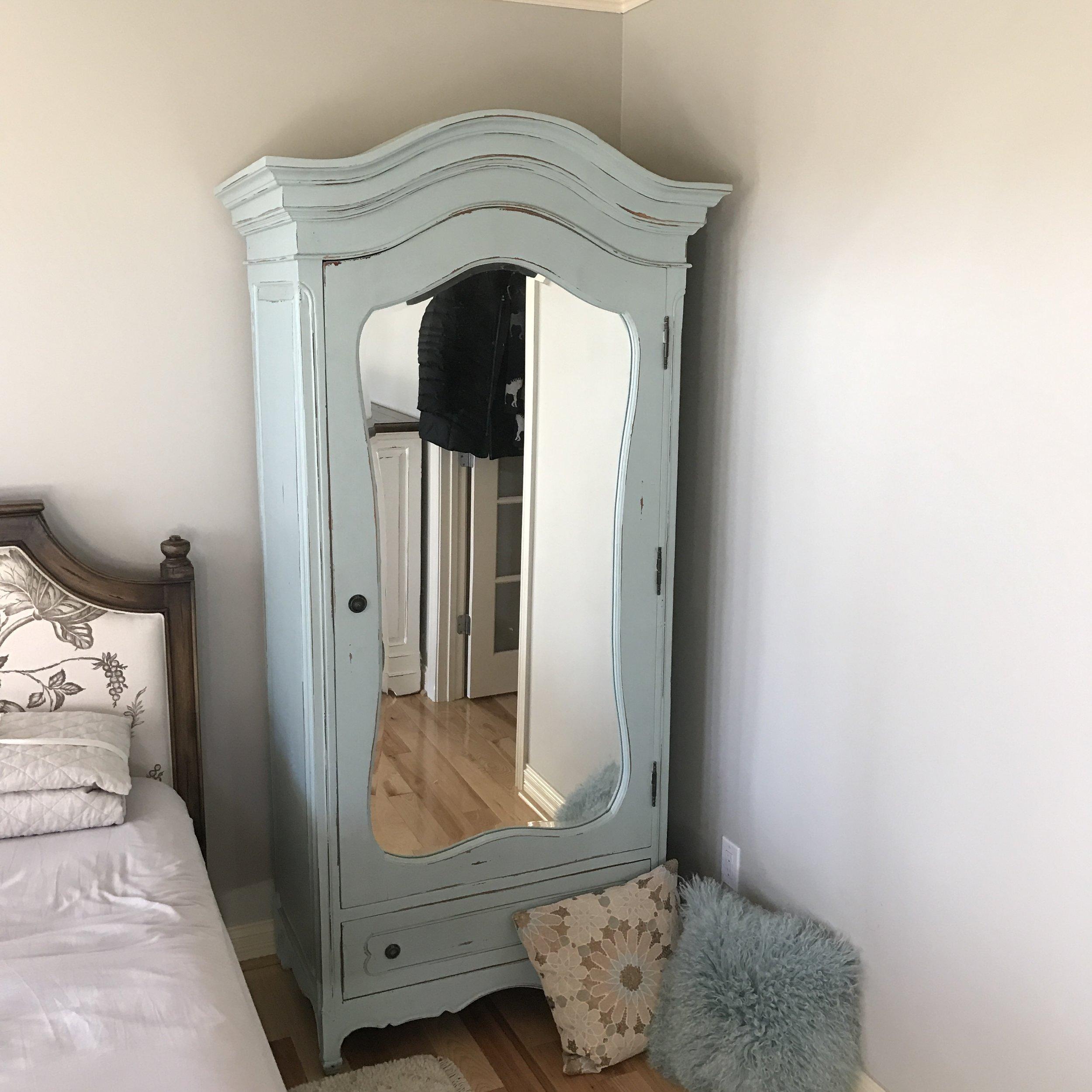 24173 Provence Mirror Wardrobe