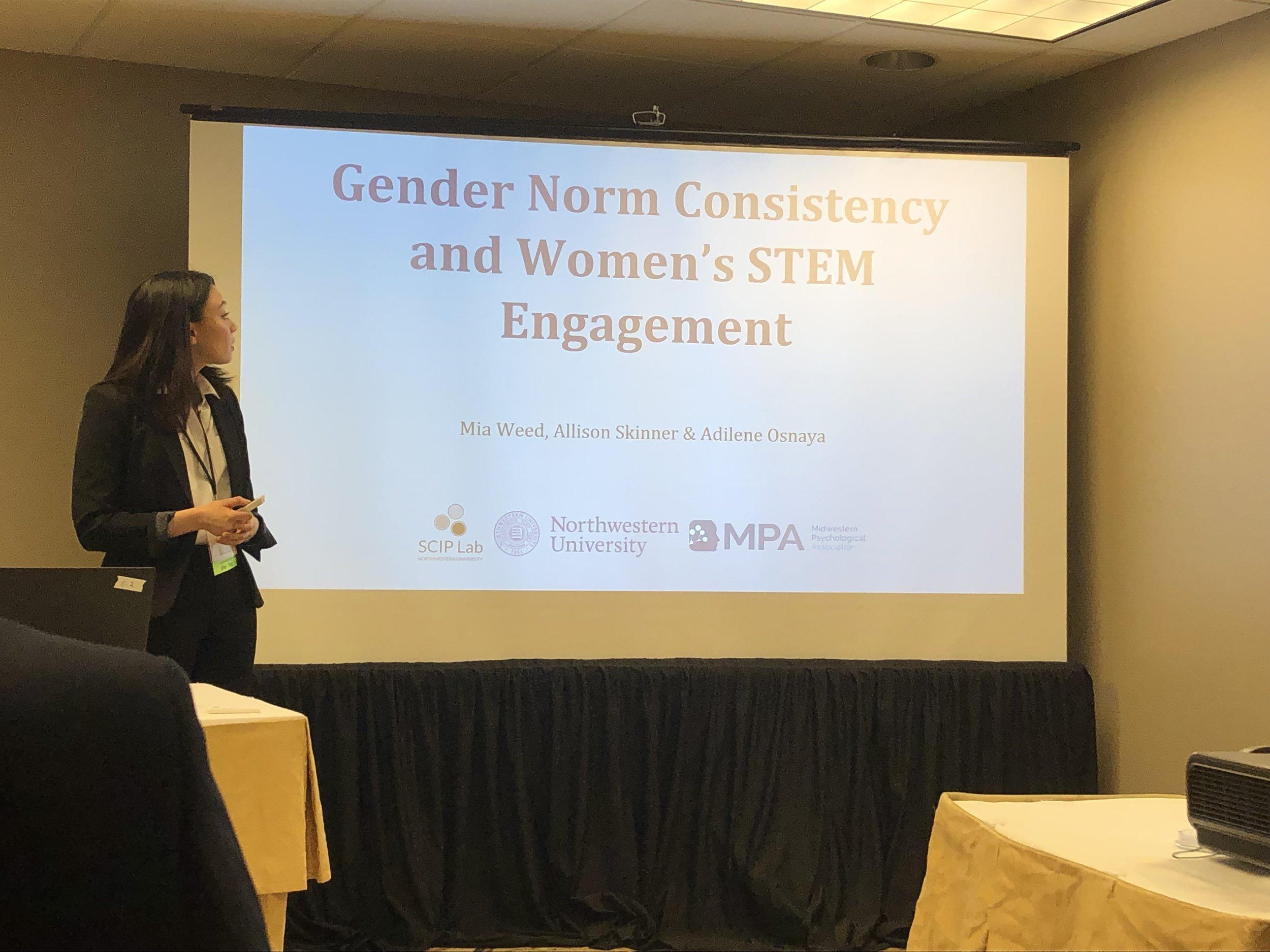 Mia Weed presenting a datablitz at MPA 2019