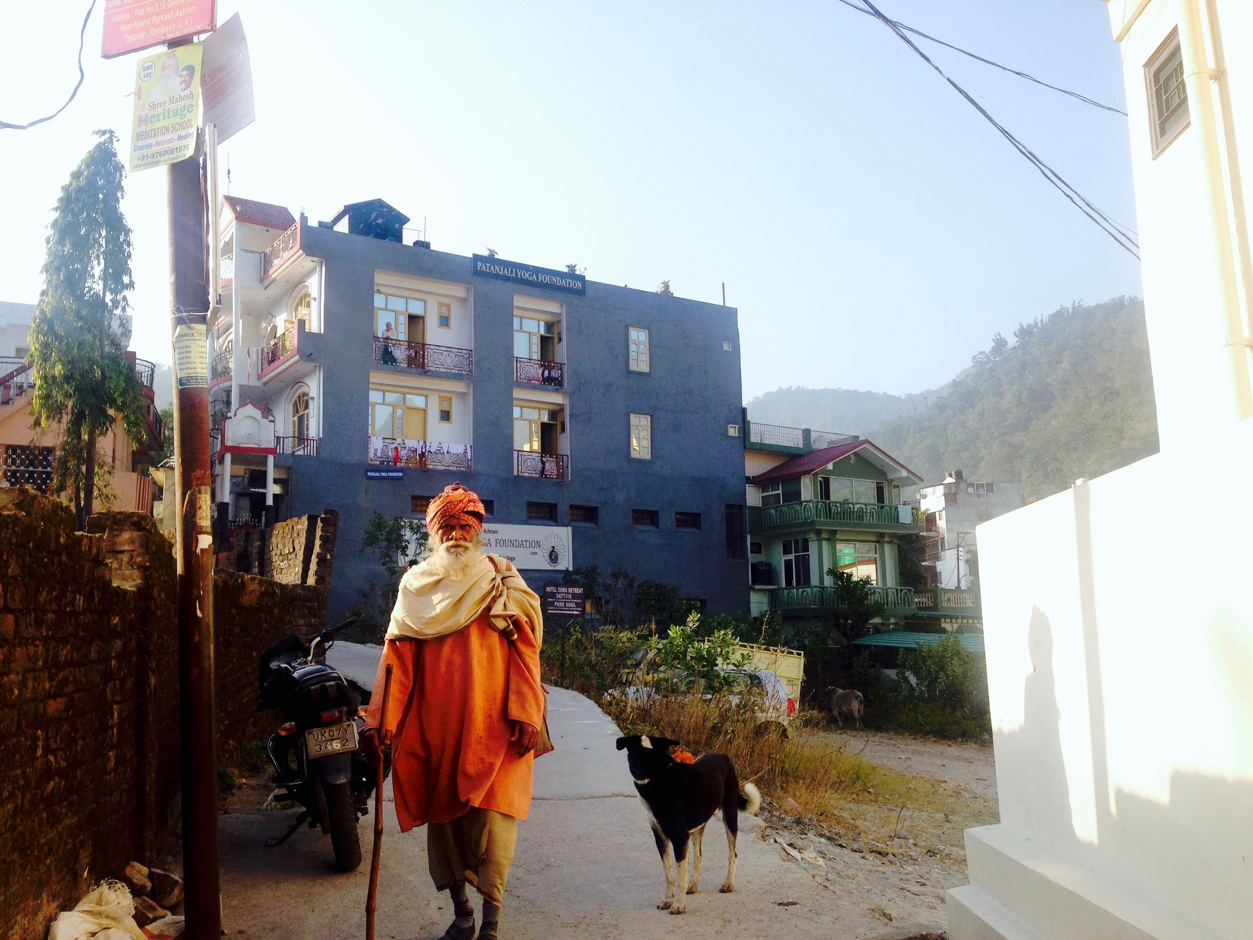 """Photographed on a different day, but here's another baba/guru sighting not too far from the apartment. Babas come in all shapes and sizes, but one thing's the same: orange robes which signify """"god"""""""