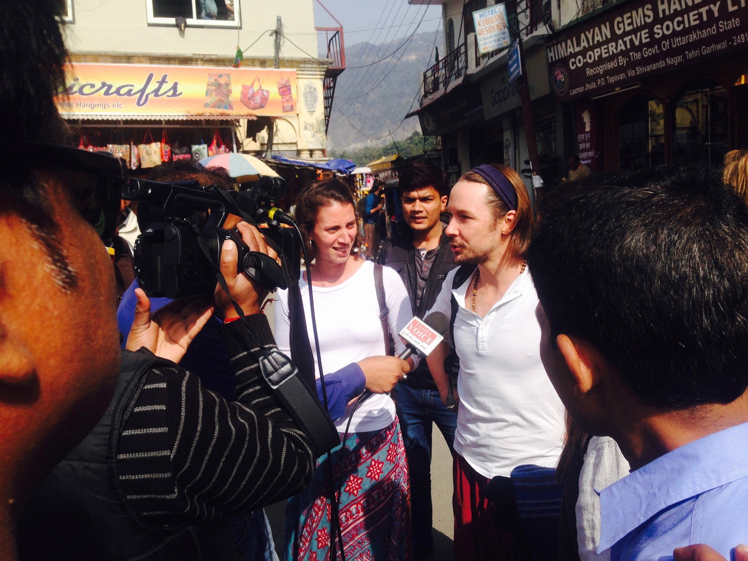 Casual interview on the streets of Rishikesh with our friends Anouchka and Alexey