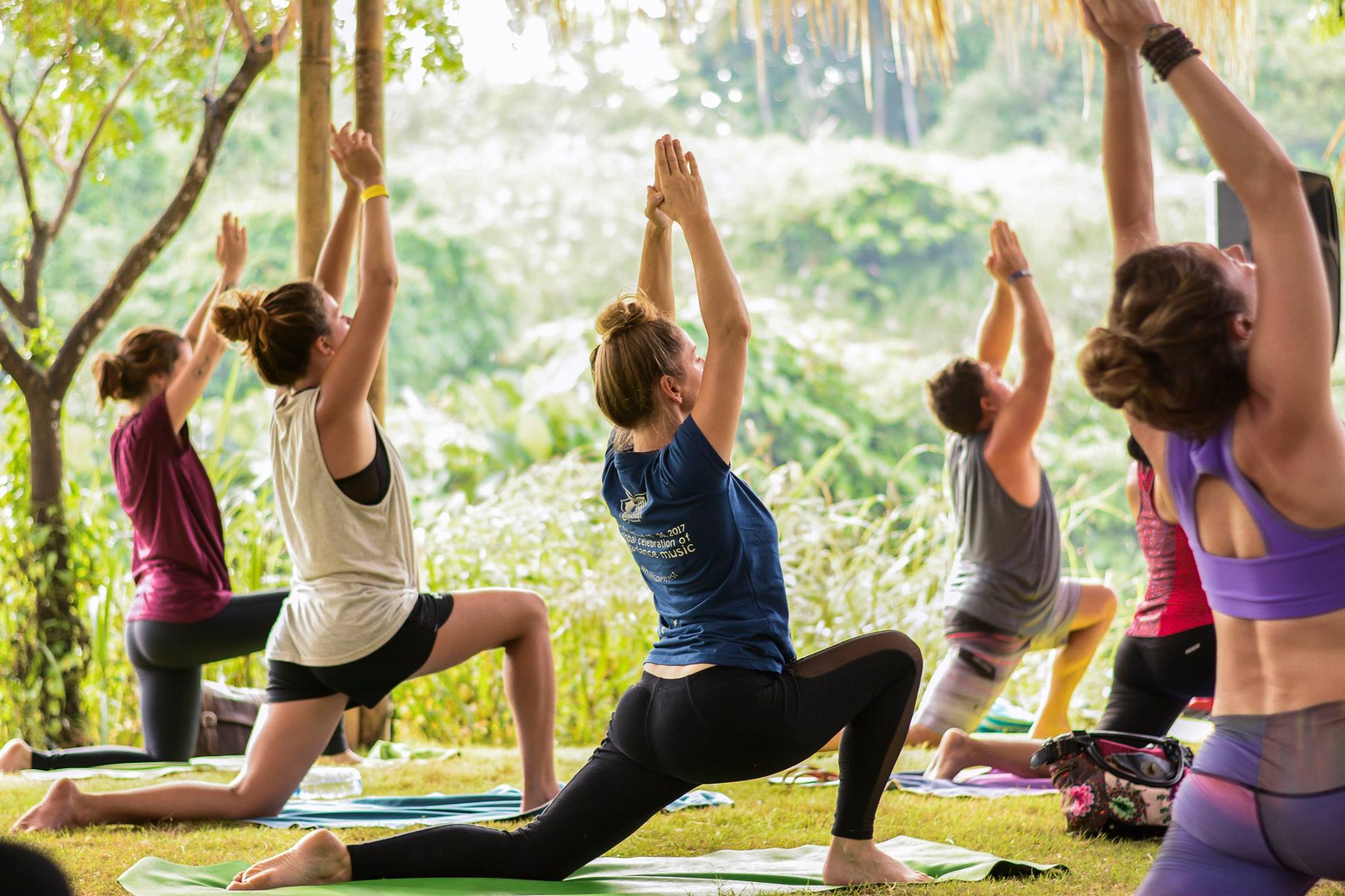 Yoga against junglescapes, no big deal / Photo credit: Raychel Kaye Photography