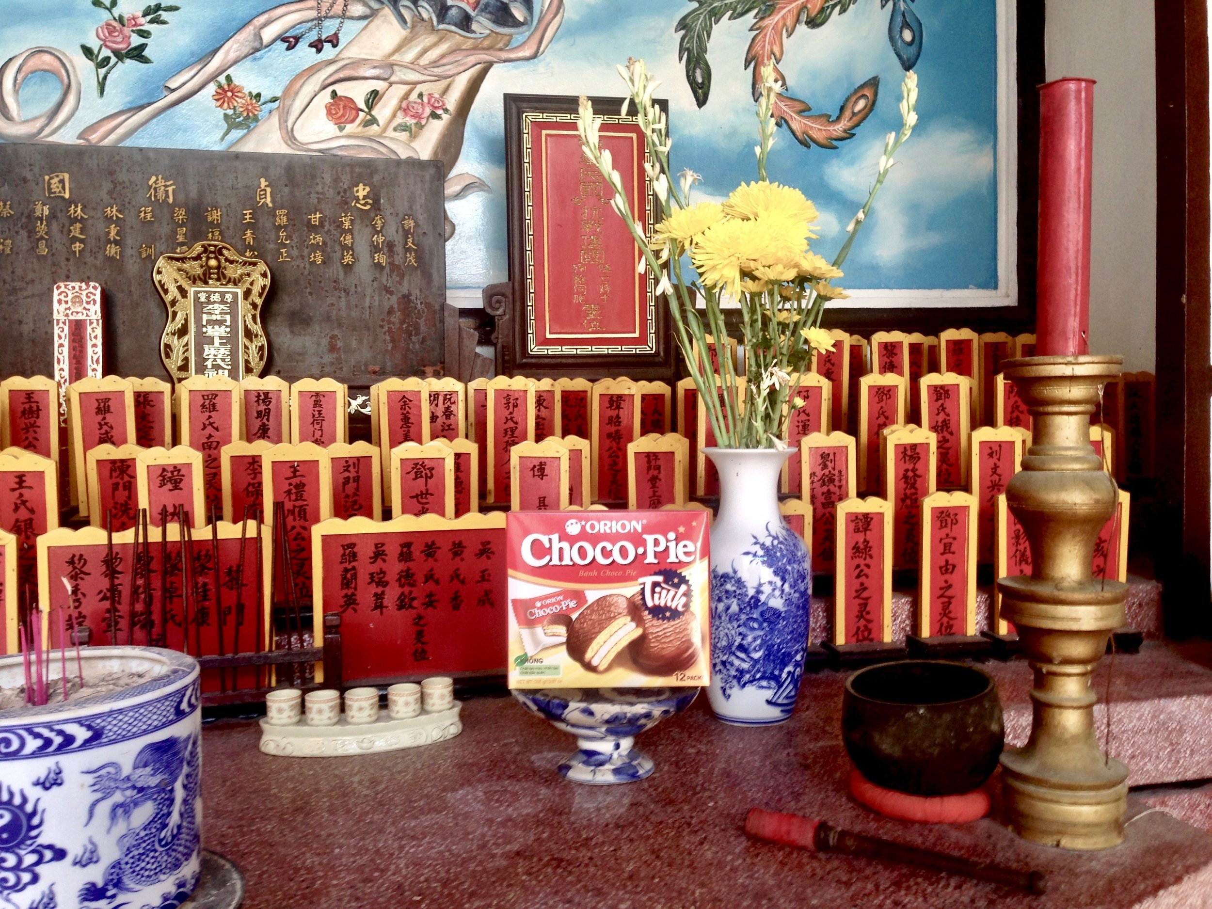 Choco-pies are the main attraction of altars, who knew??