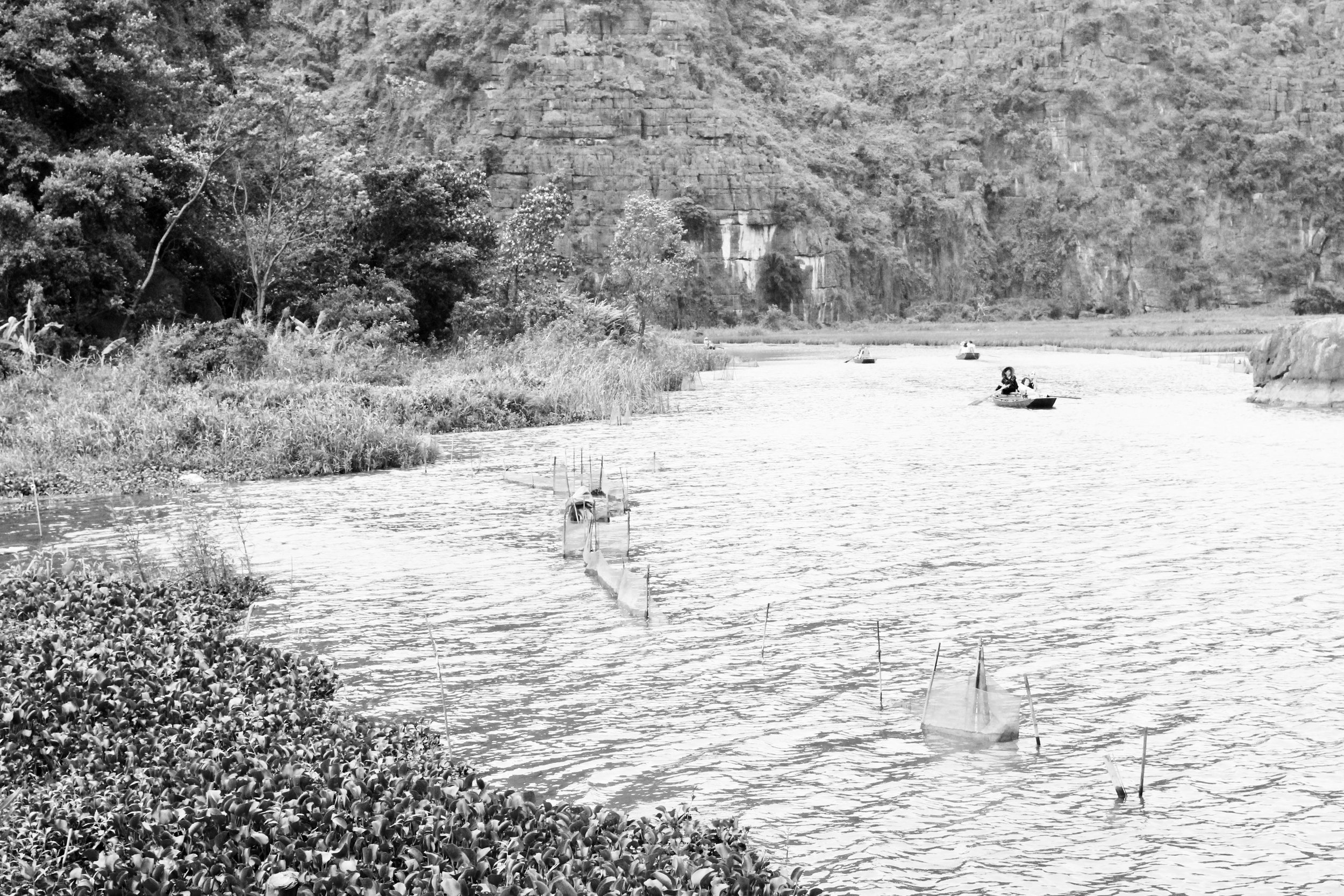 Vietnamese locals paddle with their feet #nbd