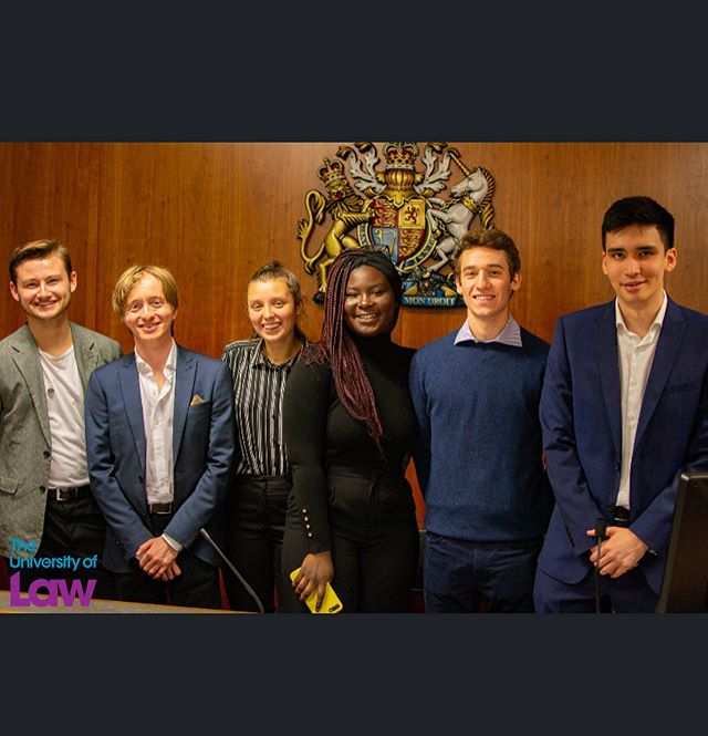 A few pictures from our Bar & Moot event on Friday ! Huge thanks to Joel, Phoebe and the Bar & Mooting sub-committee for doing such a fantastic job ✨