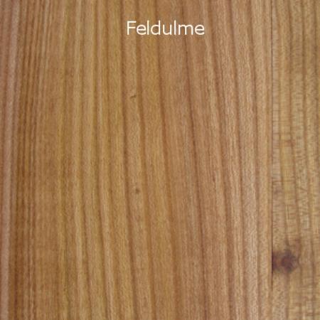 Wie der Name sagt, wächst diese Ulmenart meist freistehend. Der Einfluss von Wind und Wetter ist denn auch verantwortlich für einen unruhigen Jahrringverlauf. Die Feldulme bildet oft viele Äste aus und dürfte unter den Ulmenarten am farbintensivsten ausgeprägt sein. Dafür sorgen die Anordnung der rötlichbraunen Poren und die glänzend wirkenden Markstrahlen im hellbraunen Frühholz sowie beinahe schwarze Adern, die auf mineralische Einflüsse beispielsweise von den kohlehaltigen Böden der Karpaten zurückzuführen sind.