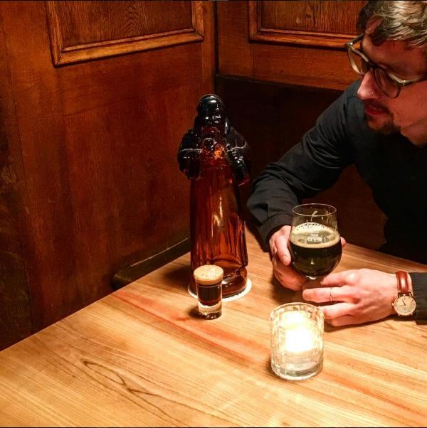 Tisch aus Bergulme und Bier