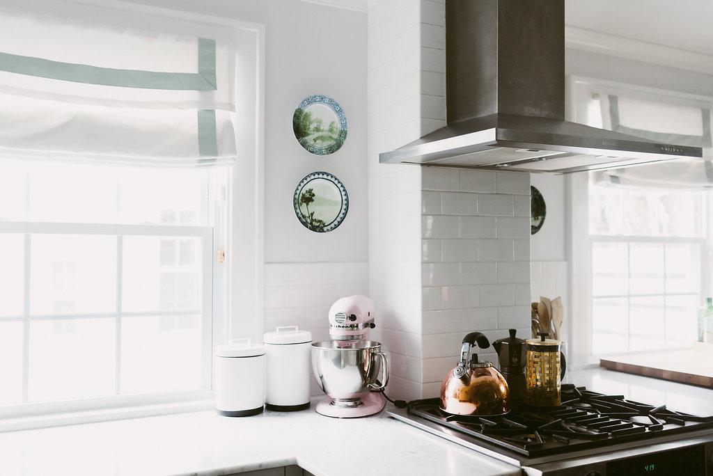 deboe-studio-interiors-kitchen-marble-white-gray.jpg