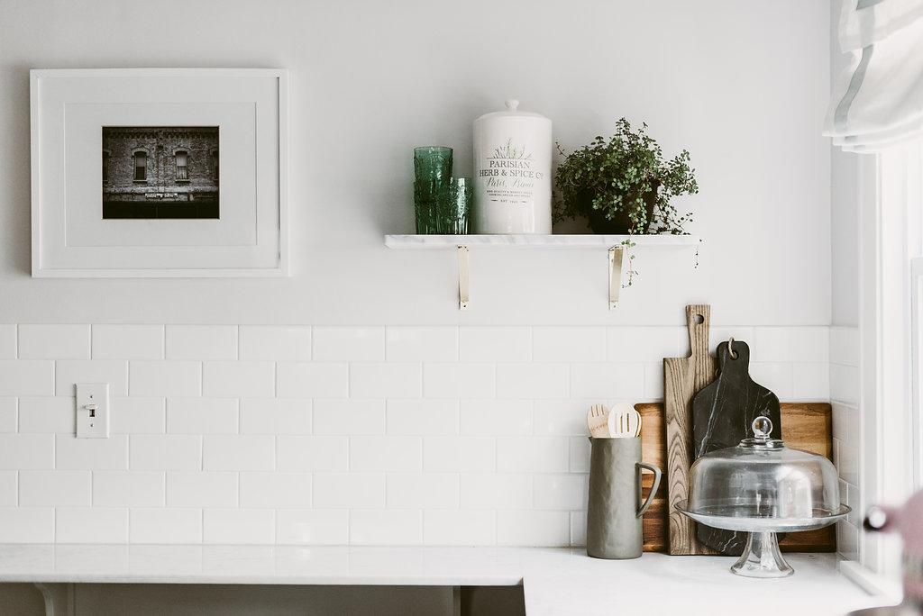 deboe-studio-interiors-marble-kitchen-cutting-boards.jpg