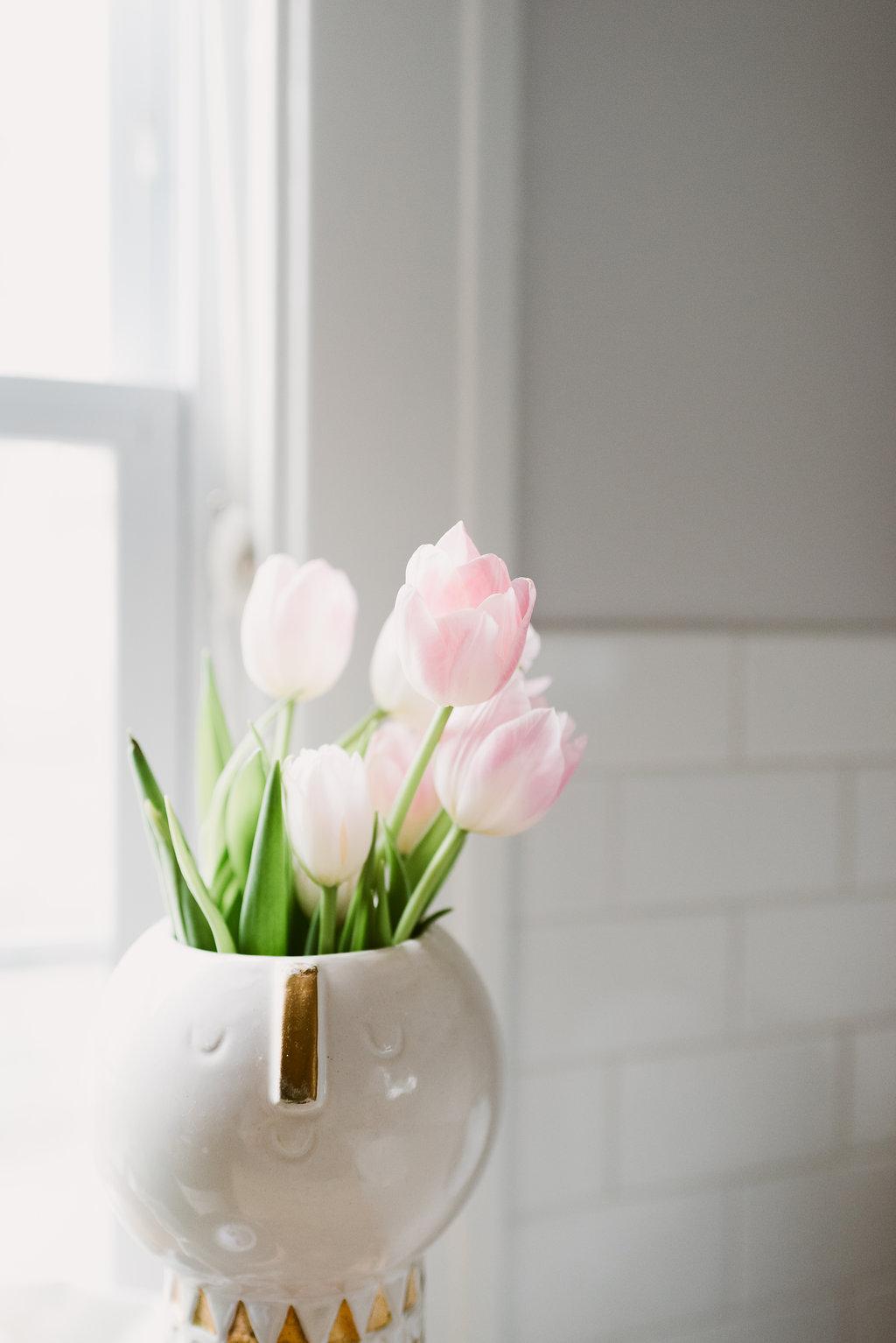 deboe-studio-interiors-kitchen-flowers