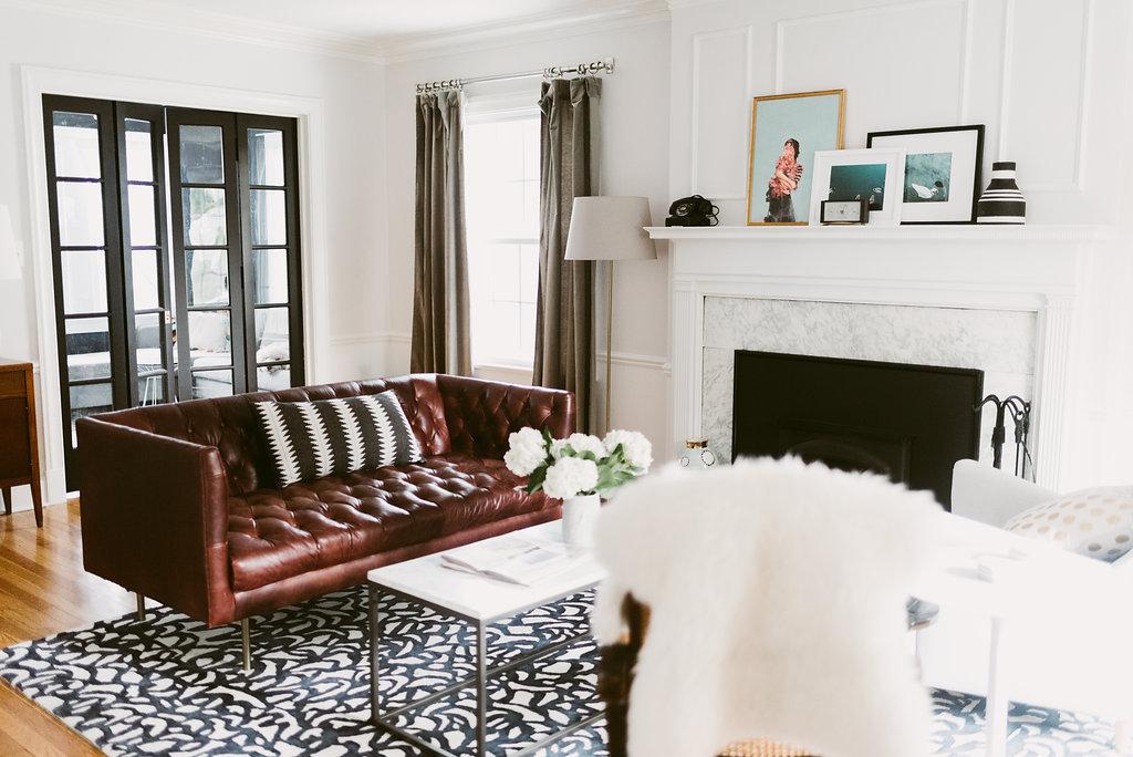 deboe-studio-interior-living-room-design-mantel-leather-sofa