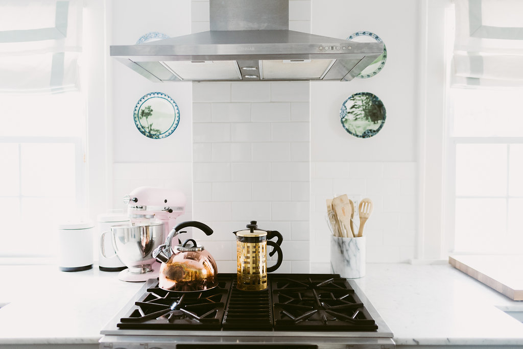 deboe-studio-carerra-marble-counters