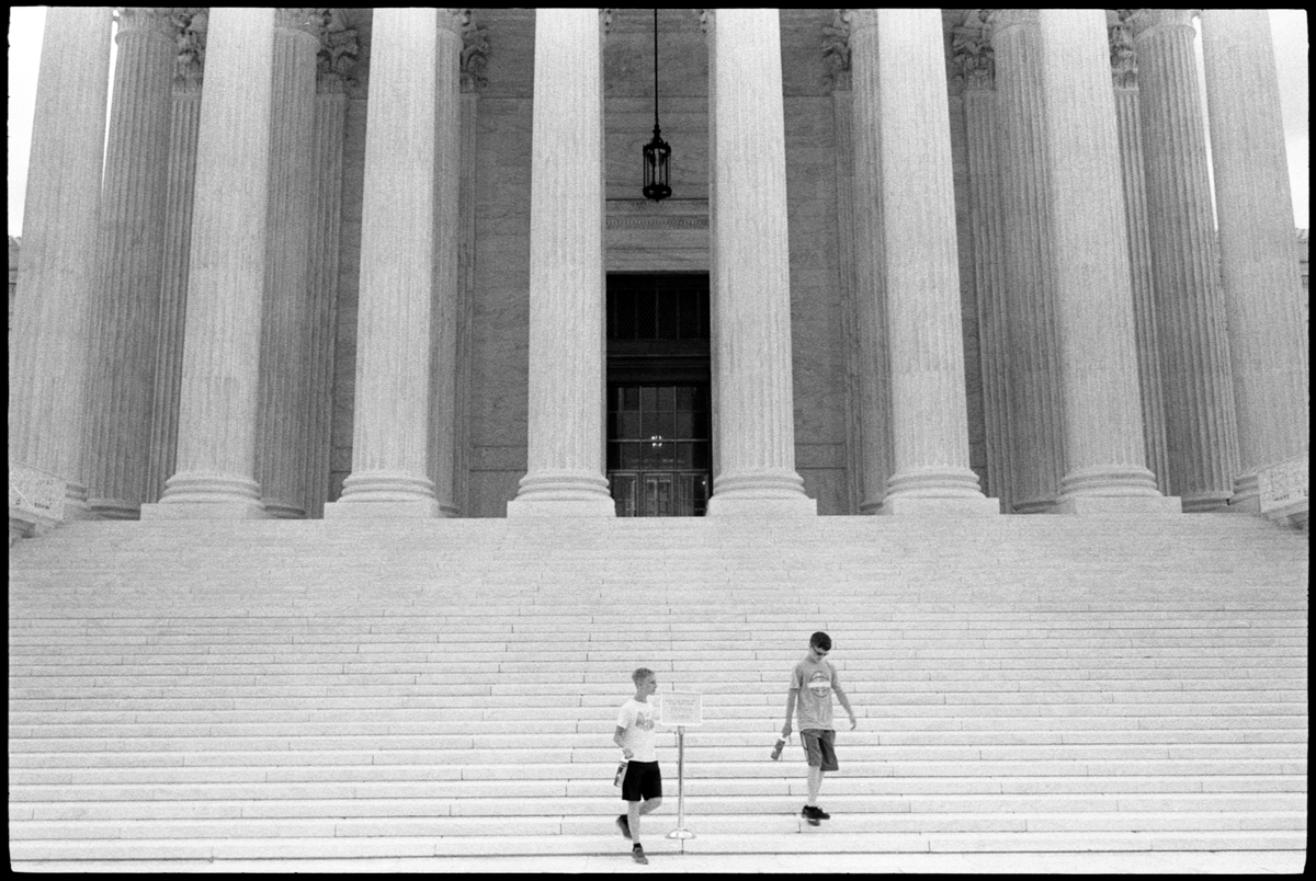 #0564_29 - Tourists, Supreme Court of the United States 2017