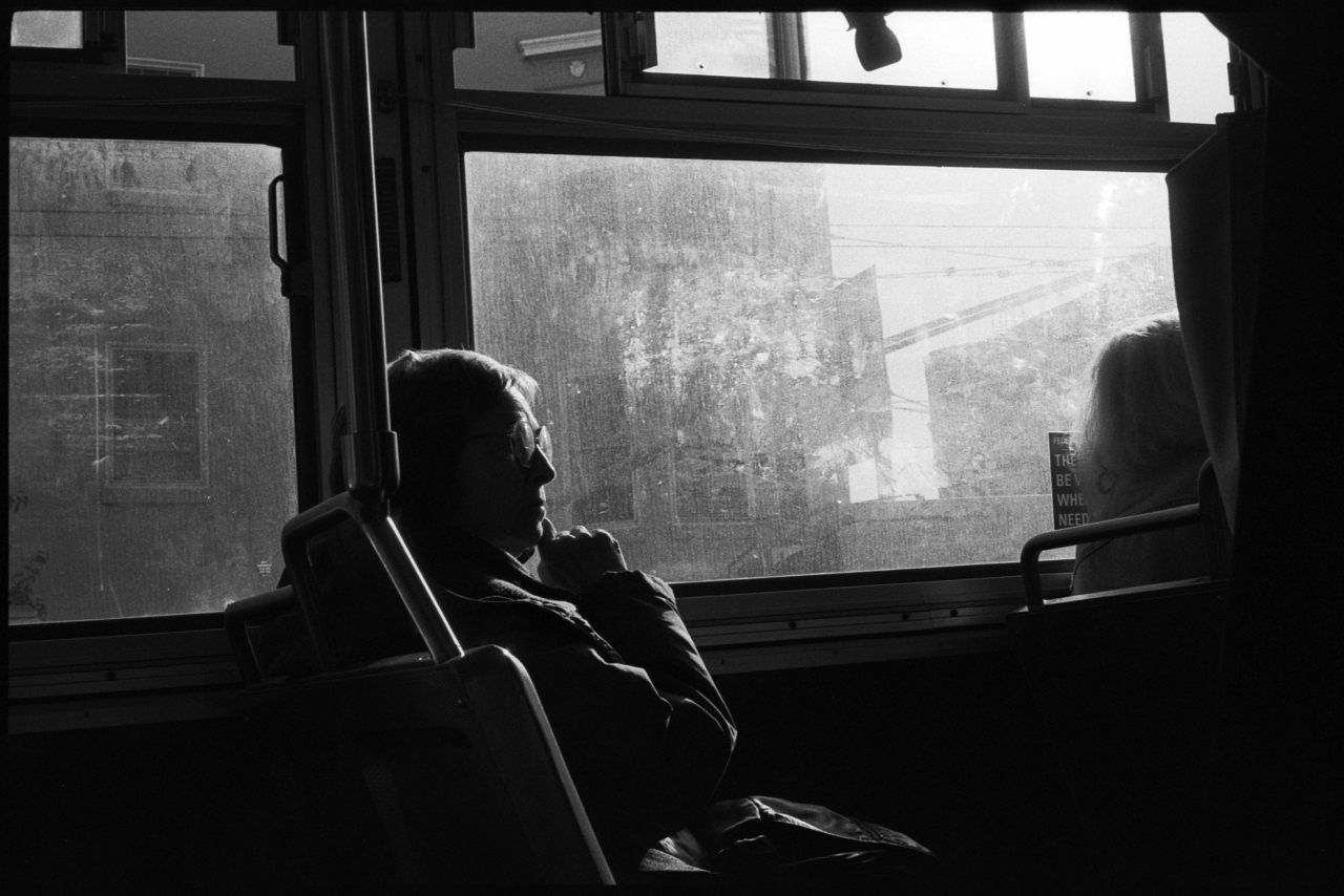 #0689_32A 24 Divisadero Bus