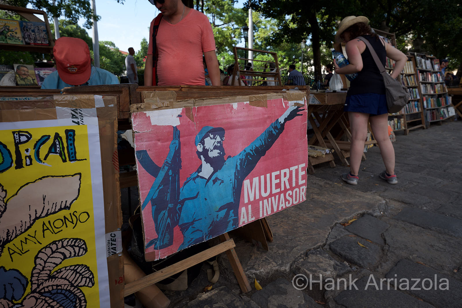 La Revolucion! - Never forget the revolution!  You can find a sign reminding you not to dare forget the revolution. Photos of Fidel, Raul or Che are always following you