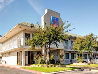 Grand Prairie, Texas  Rooms: 99