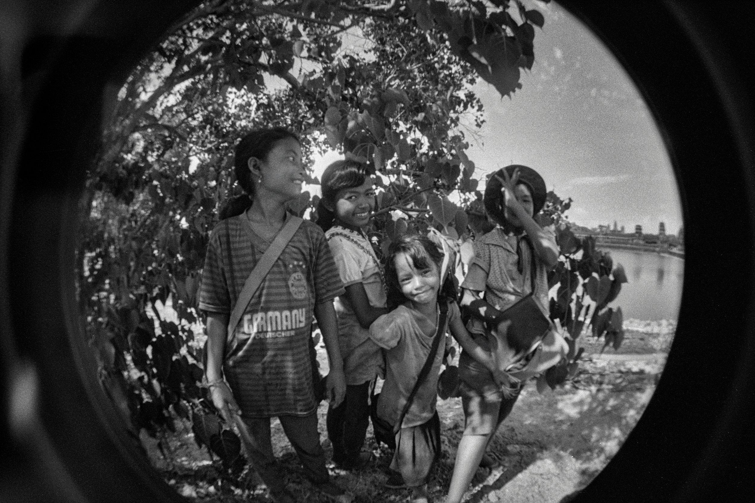 Cambodian_girls.jpg