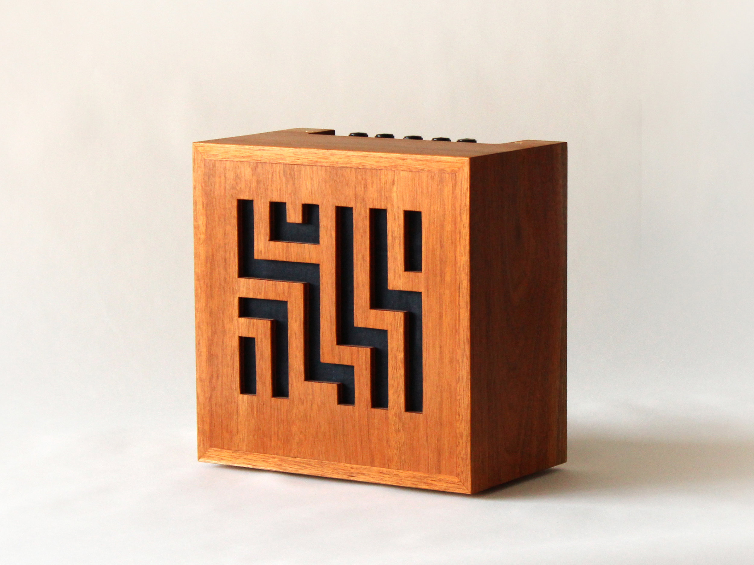 custom amp, design en bois, design Montréal, solid wood, Emma Senft, furniture