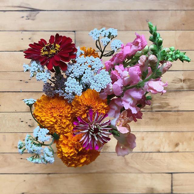 Flowers are my love language. 🌺💖🌸 . . #lovelanguage #summer #bouquet #afewofsophsfavoritethings