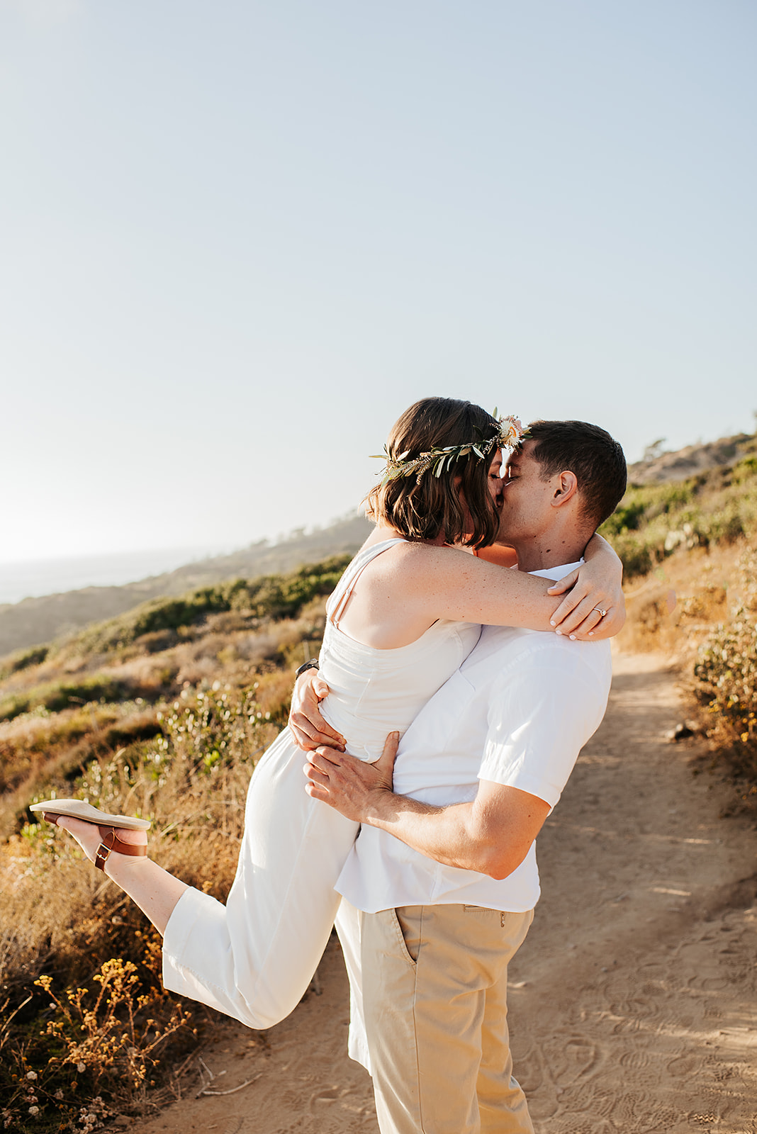 SoCal_Standard_-_San_Diego_Engagement_Photographer_-_Modern_Candid_Destination_Photographer_-_Engagement_Session_at_Torrey_Pines_San_Diego_California_-_Grace_and_Robert-60.jpg