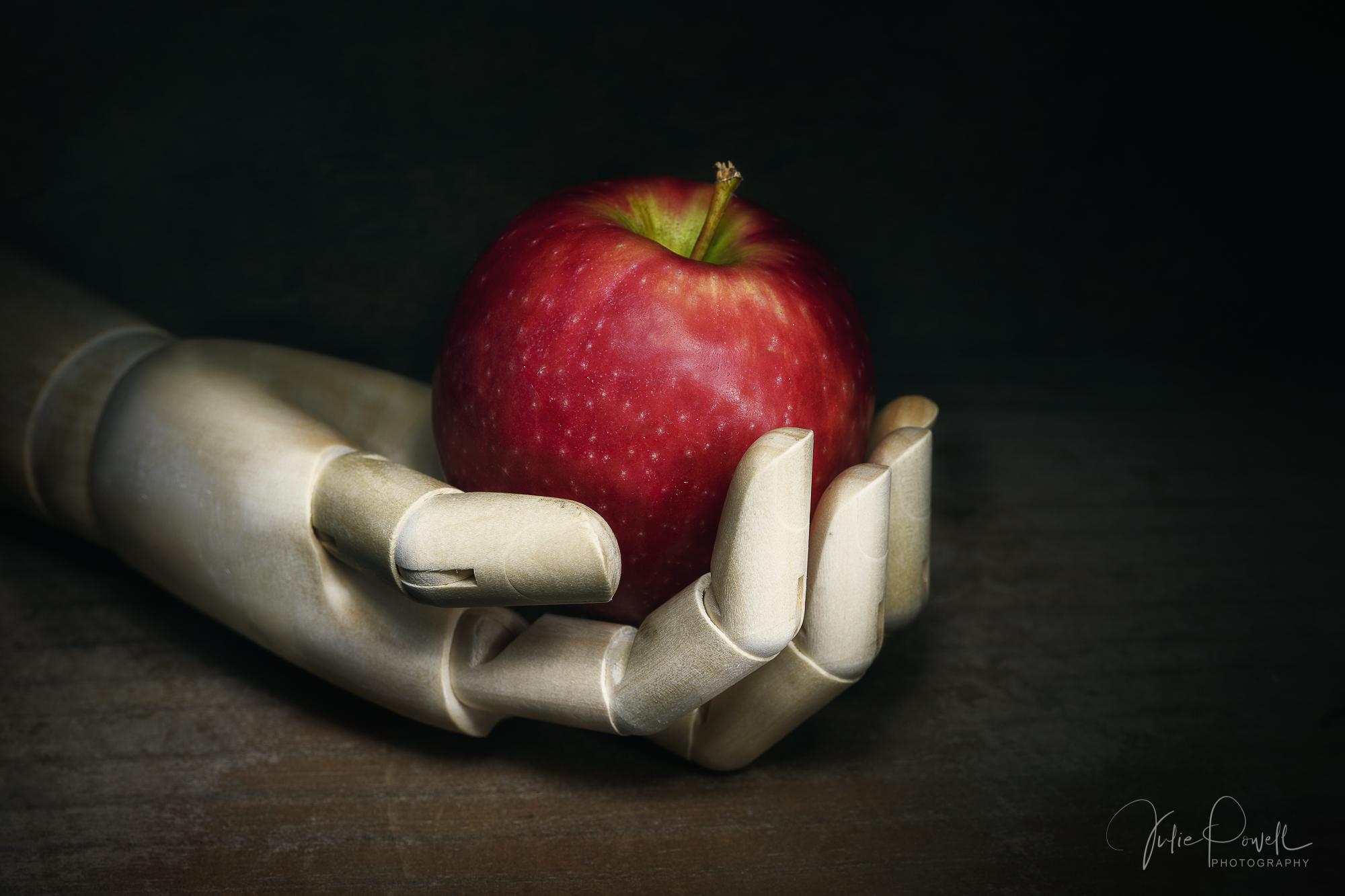 Julie Powell_Pinnochios Apple.jpg