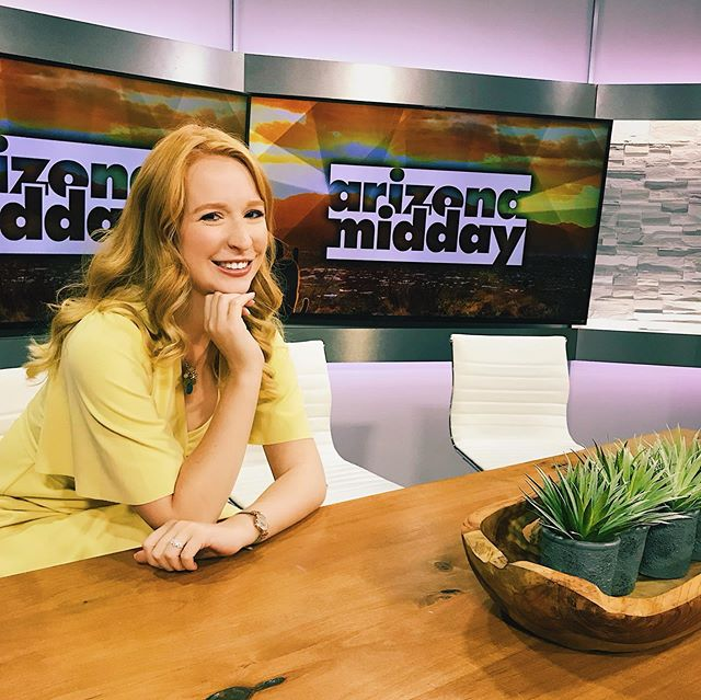 First day interning at @arizonamidday 💛 I love it already! I'll be there through the summer helping produce the show. Watch us on #NBC weekdays at 1:00. 📺 . . #producer #entertainmentnews #intern