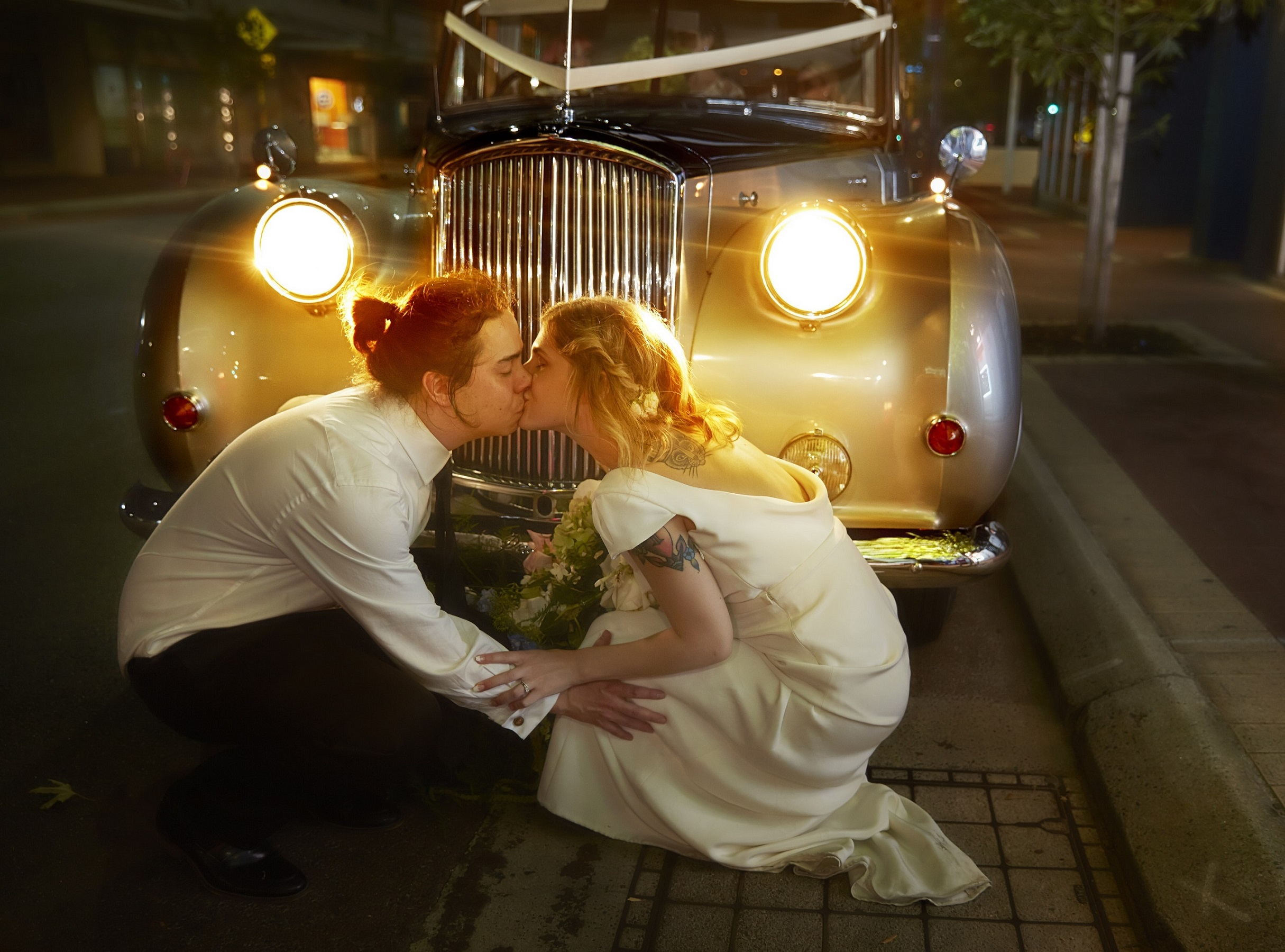 23-the-midnight-kiss-in-front-of-wedding-cars-in-perth-very-nice-classics - Copy.jpg