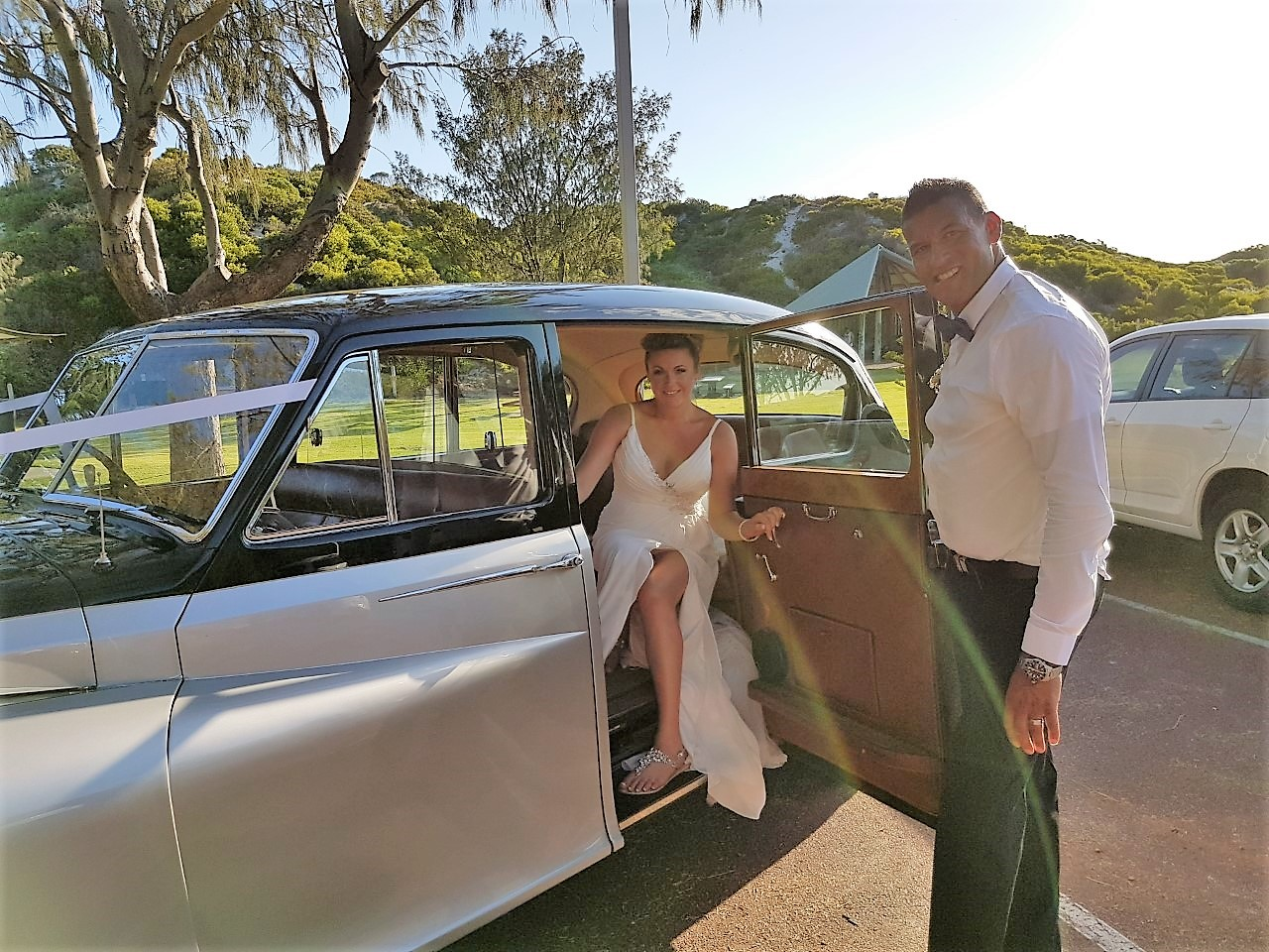 21-Kate_and_Ray_with_Very_Nice_Classics_wedding_cars_for_the_beach_wedding.jpg
