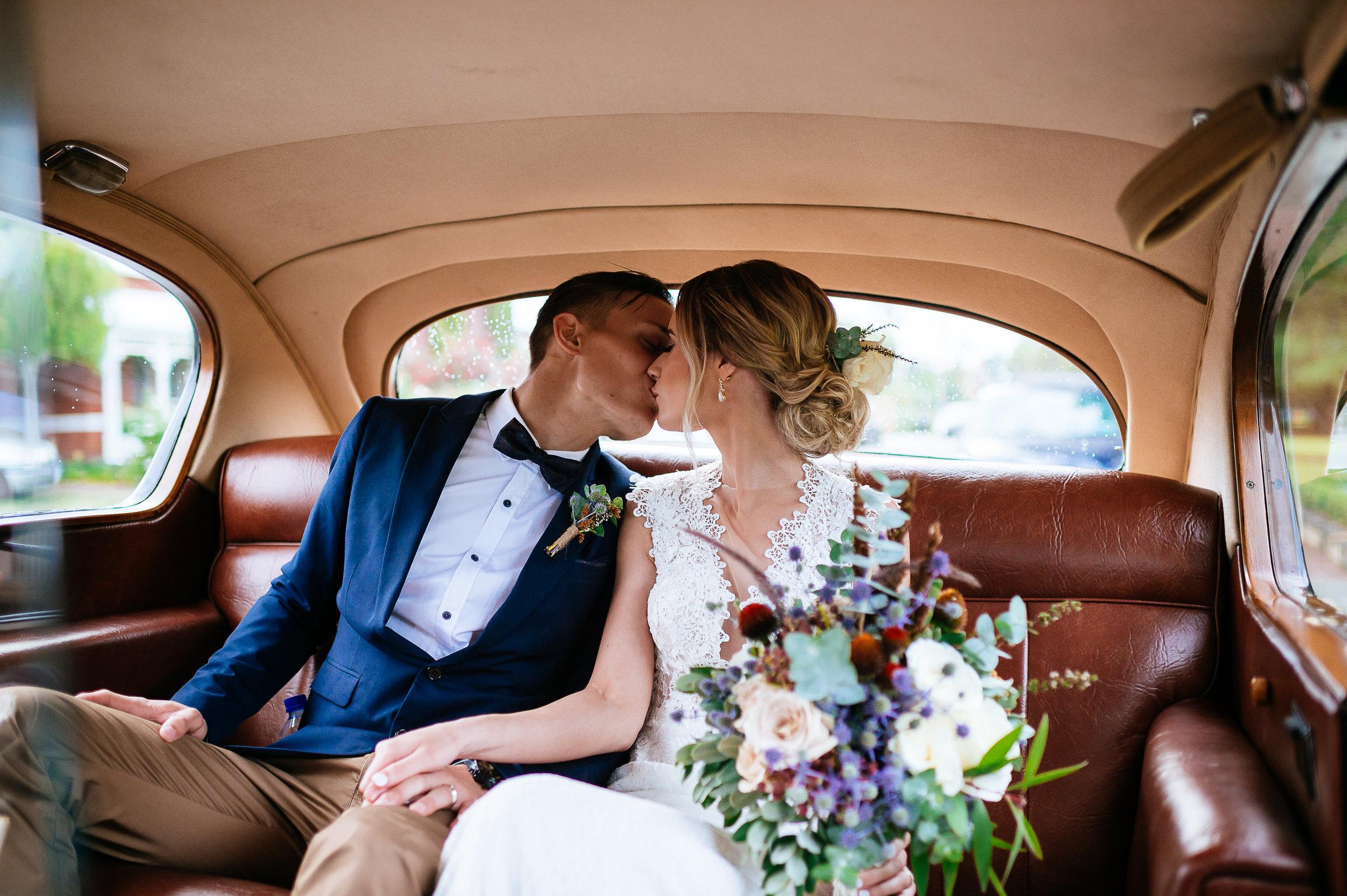 19-Ellen_and_Marcusthe_kiss_perth_wedding_cars_very_nice_classics.jpg