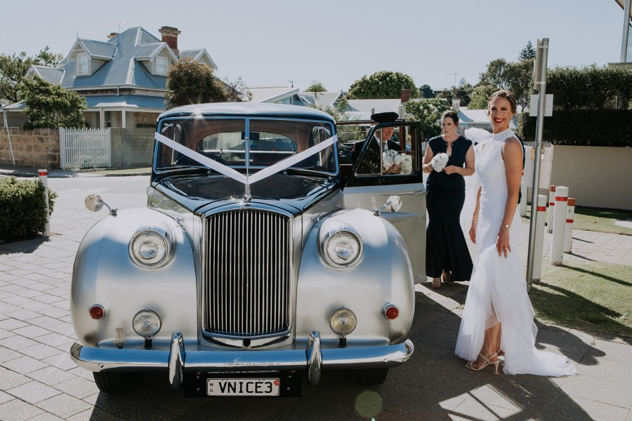 Kasse_John_Modern-Classic-Wedding_Folktales-Photography_019-beside-Very-Nice-Classcis-wedding-car.jpg