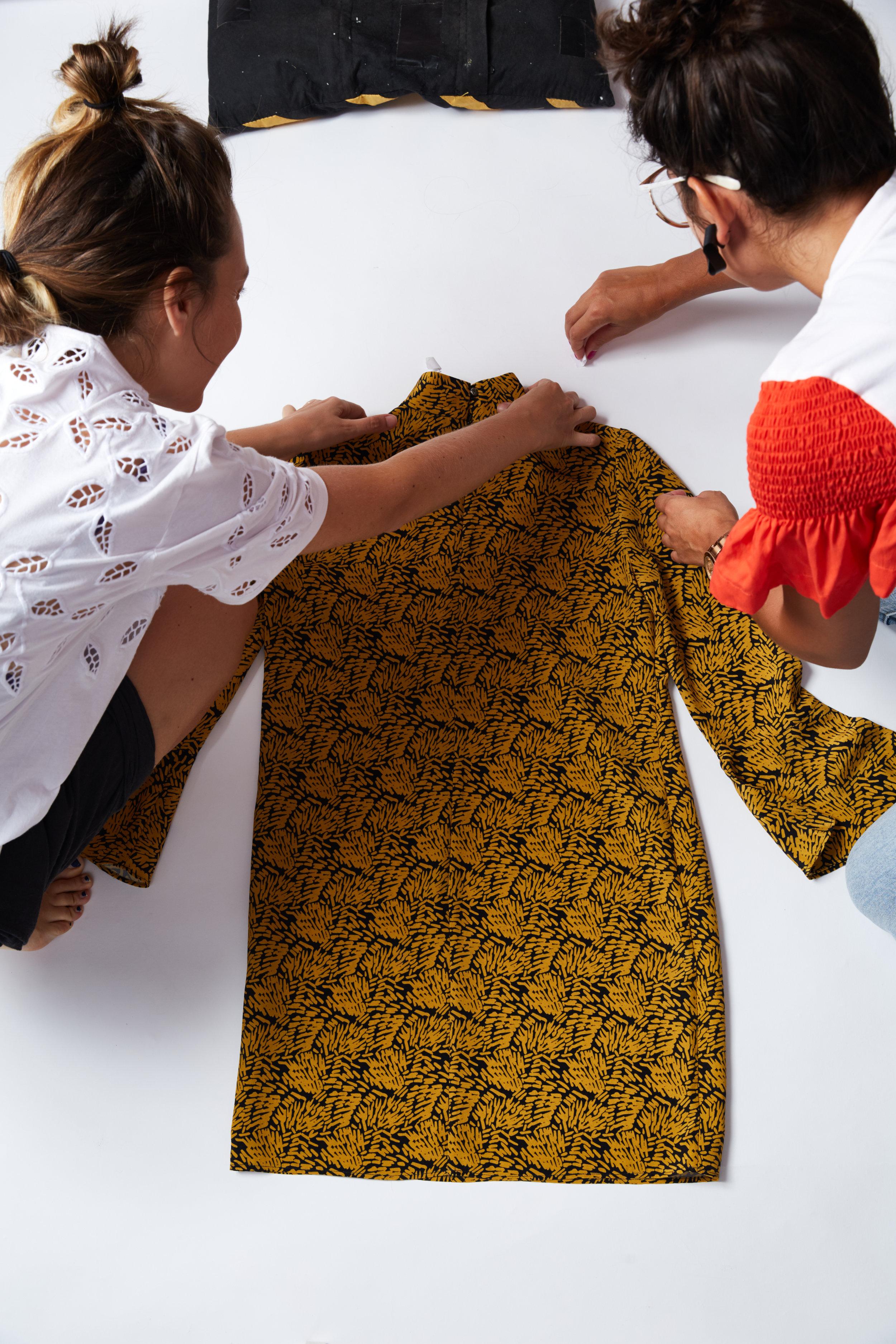 Maude & Hélène preparing the style for the pack shoot