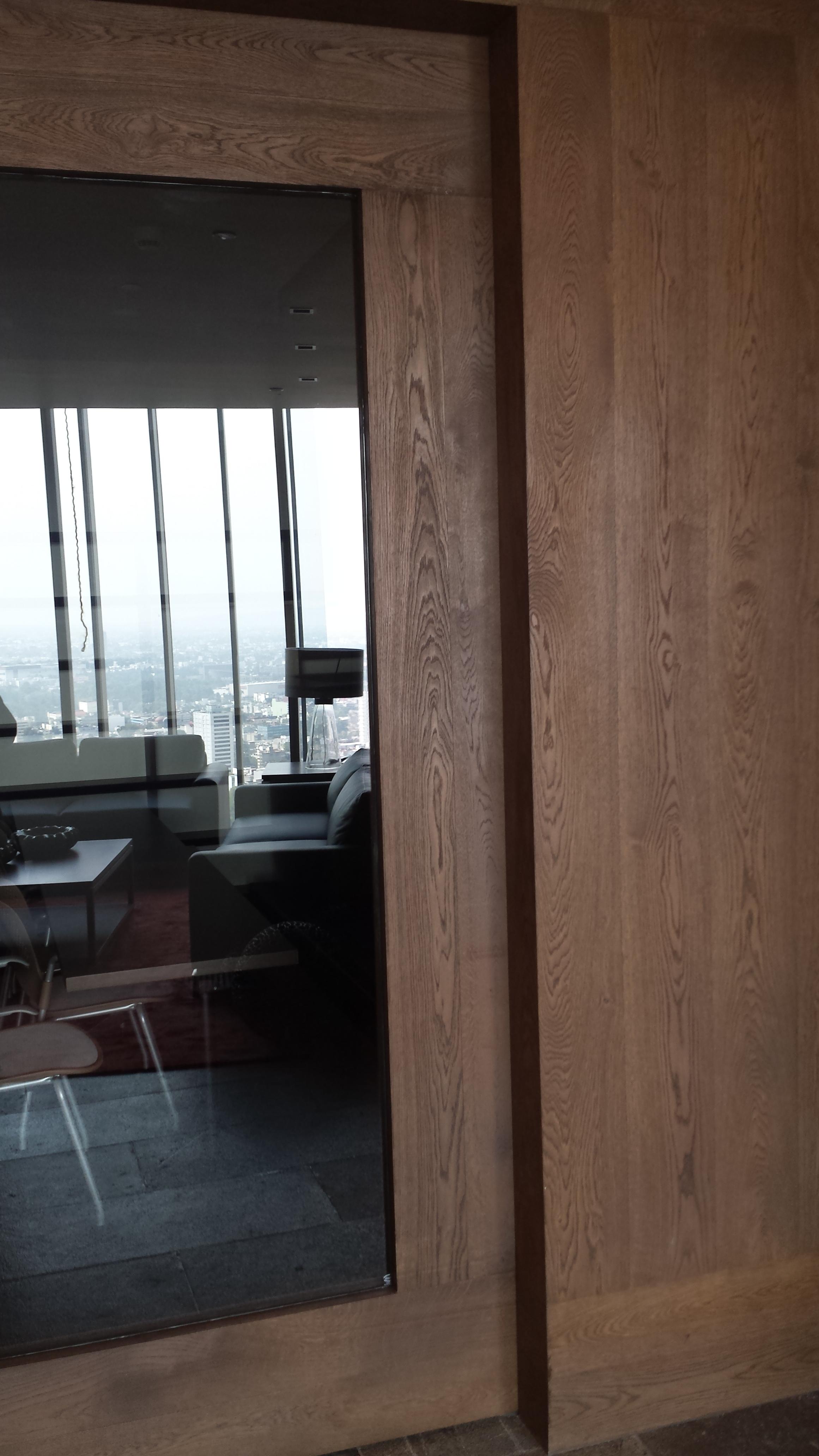 Door and wall in AA Oak double cognac