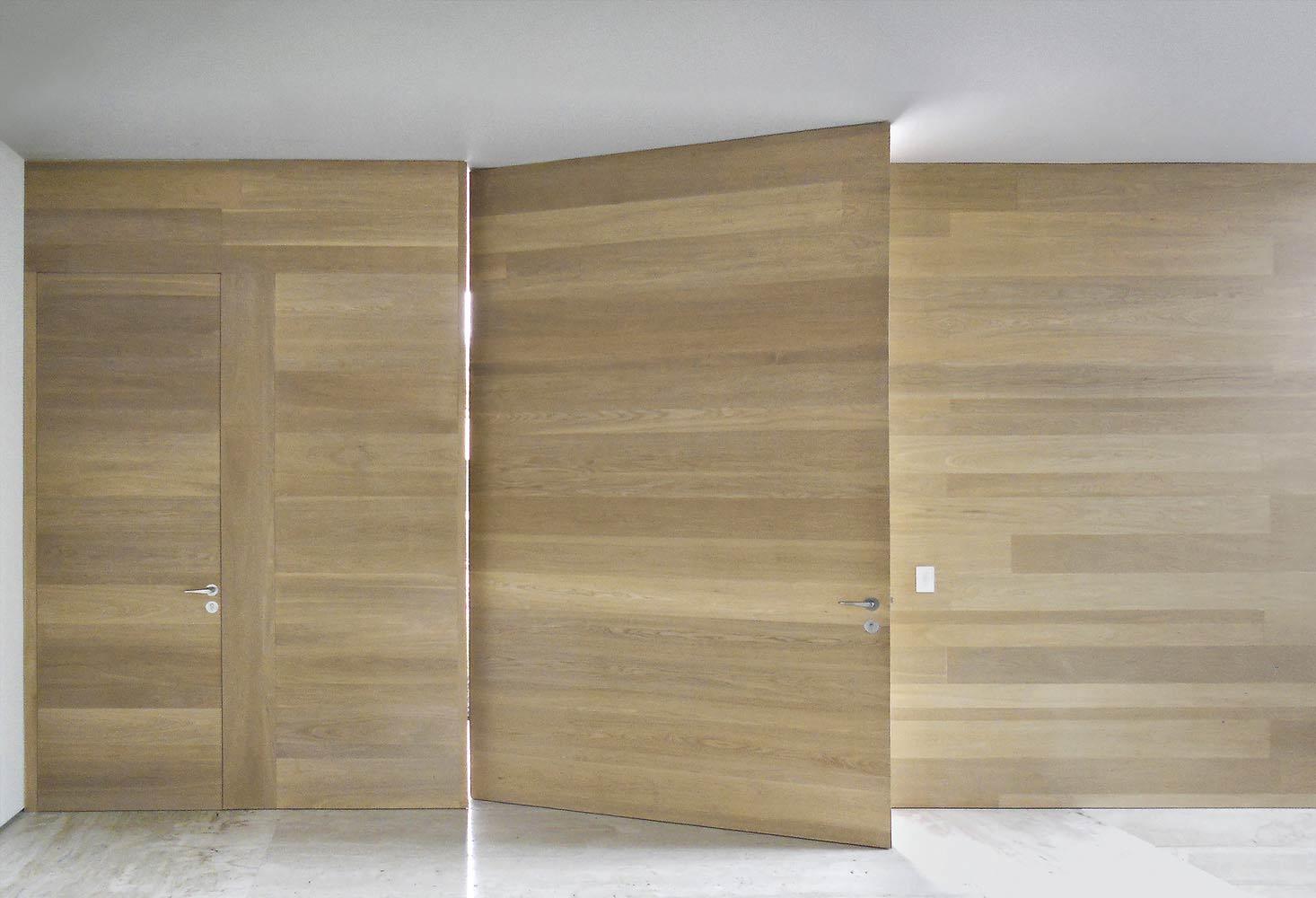 Oliato 099 Oak doors and wall