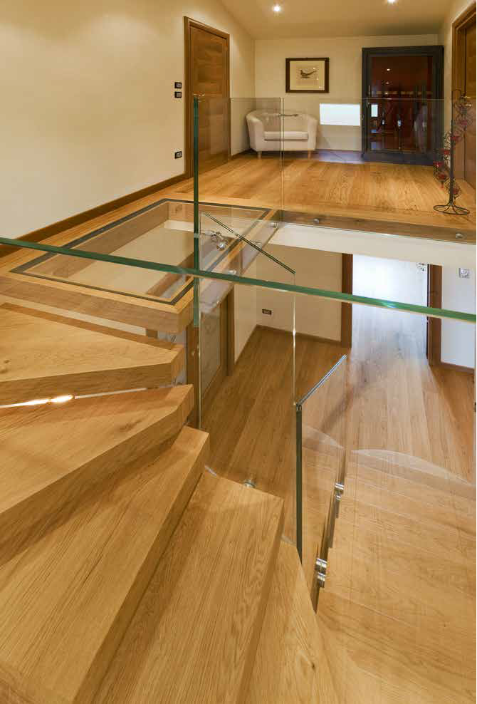Oak and glass stairs.png