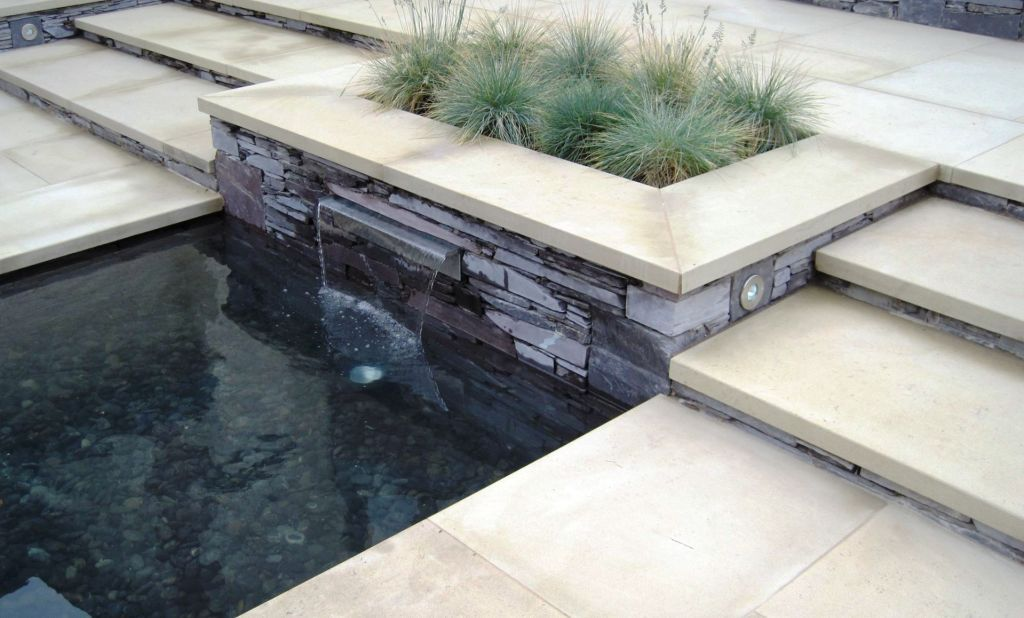 Stainless steel waterfall blade and slate wall in Glasgow
