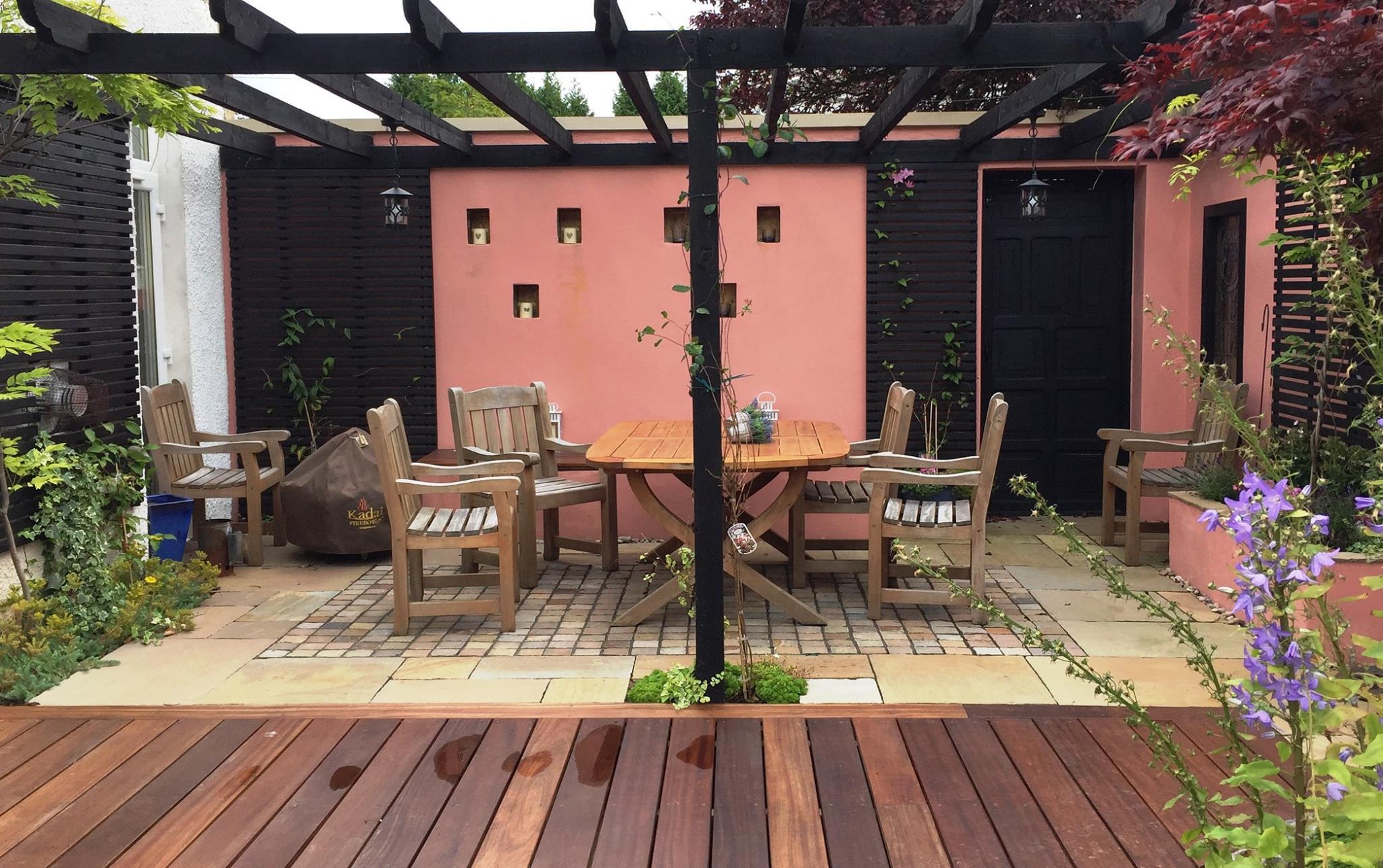 Colourful Courtyard, Giffnock