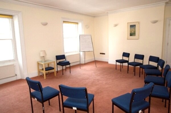 MEDIUM ROOM   We have a range of medium-sized meeting rooms at Mandeville Place that are perfect for meetings and seminars. Each is a minimum of 30 sq/m and can be set up in a variety of ways.   Boardroom: 18 Classroom: 12 Theatre: 20 U-shape with chairs: 15 U-shape with tables: 9