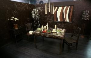 A bonkers, 'Wonka' inspired room made of chocolate!!!   (photo credit: blogcatalog.com)
