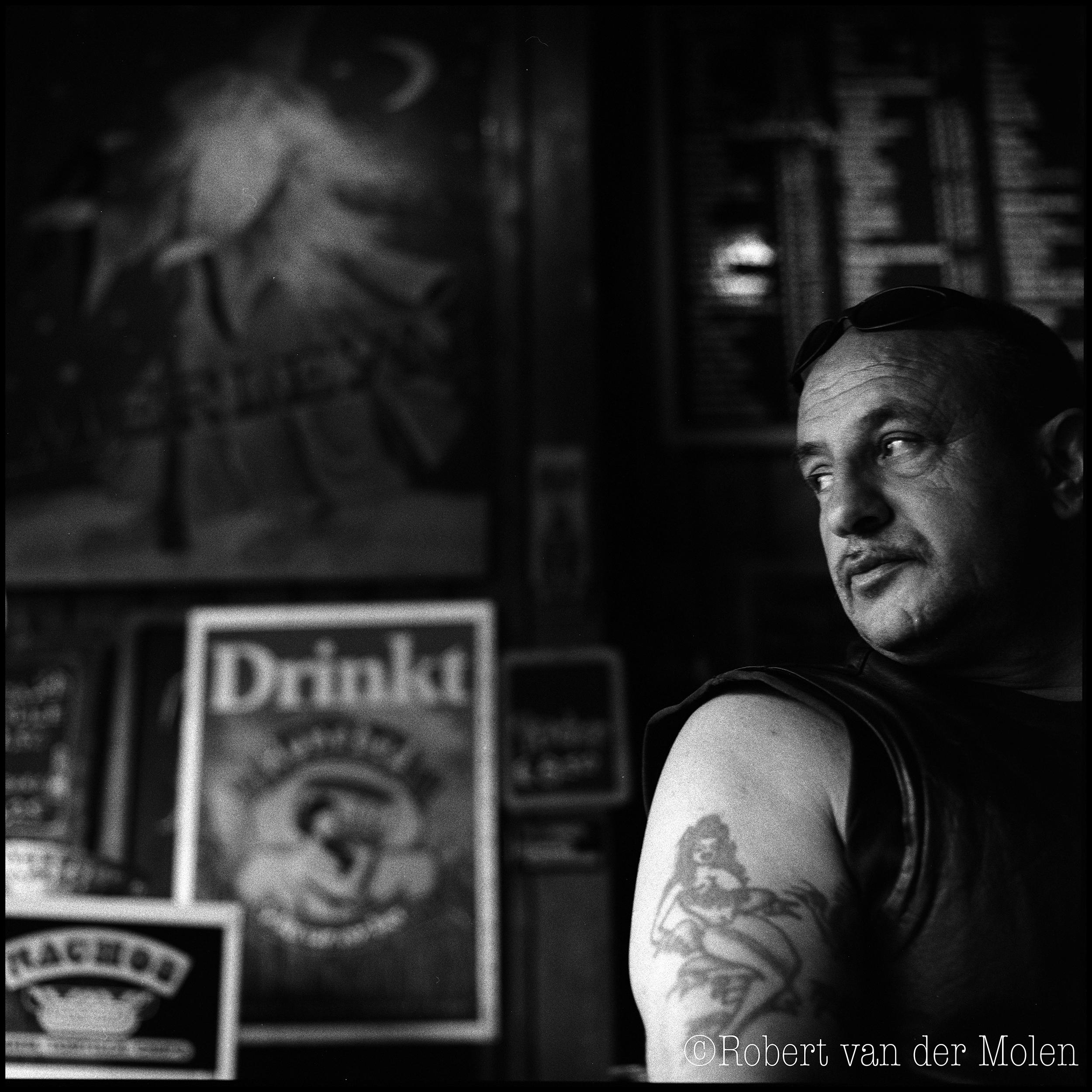 Robert van der Molen - portret fotograaf - Groningen - opdracht -cafe Merleyn - Pazzipanten