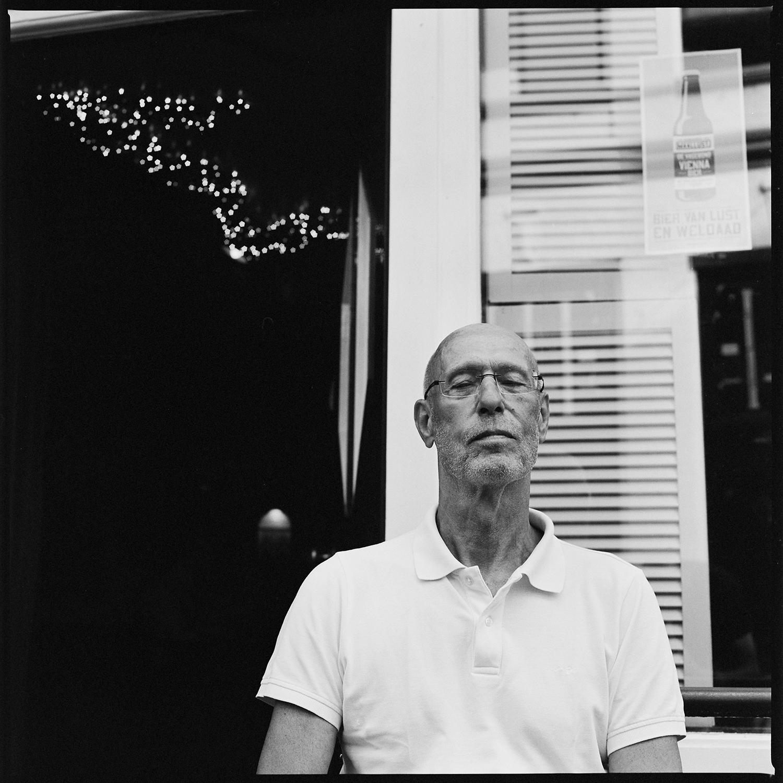 Robert van der Molen - portret fotograaf - Groningen - opdracht - cafe Mulder