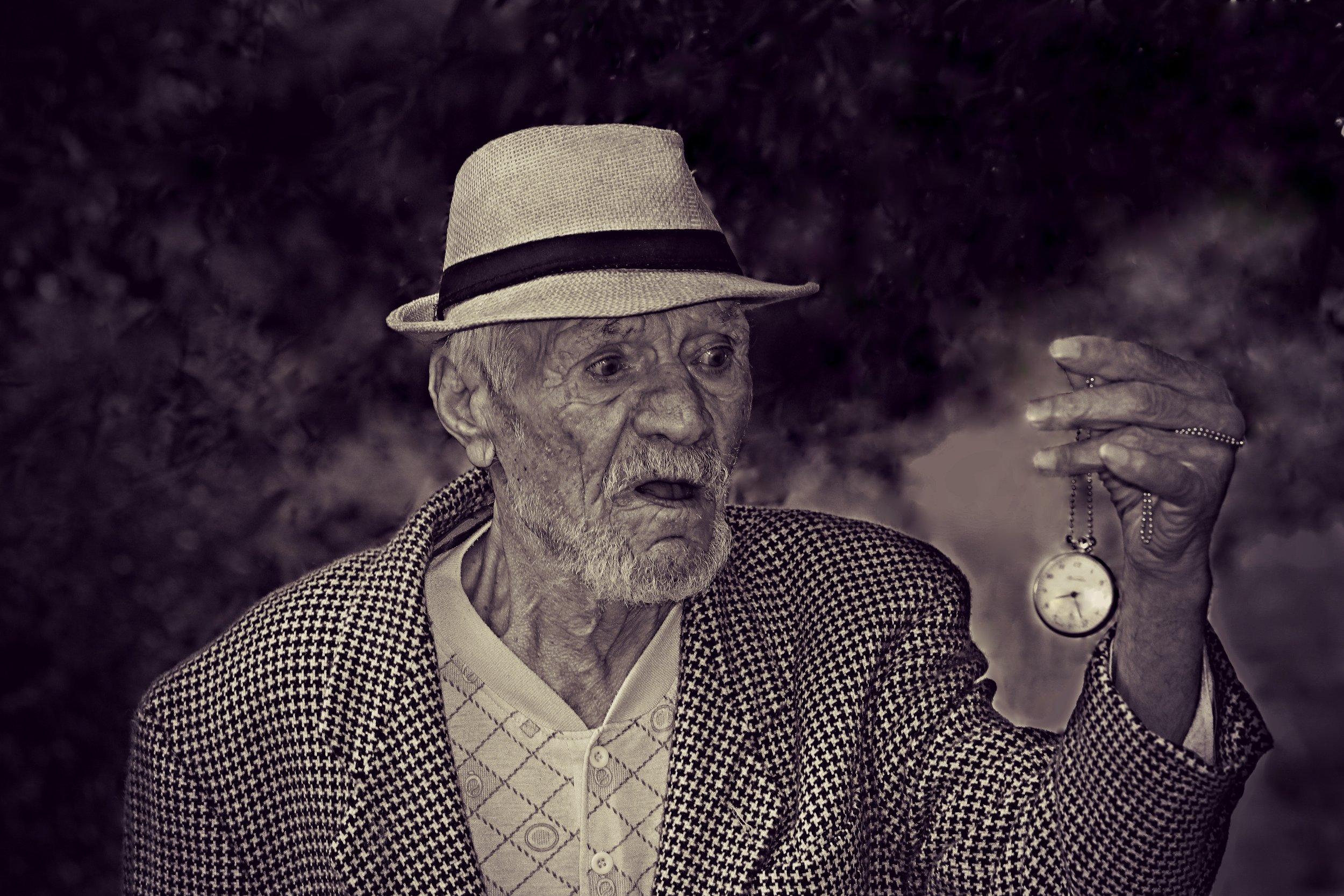 black-and-white-clock-elderly-160785.jpg