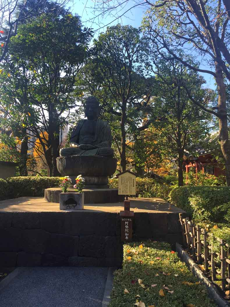 The garden outside Senso-ji.