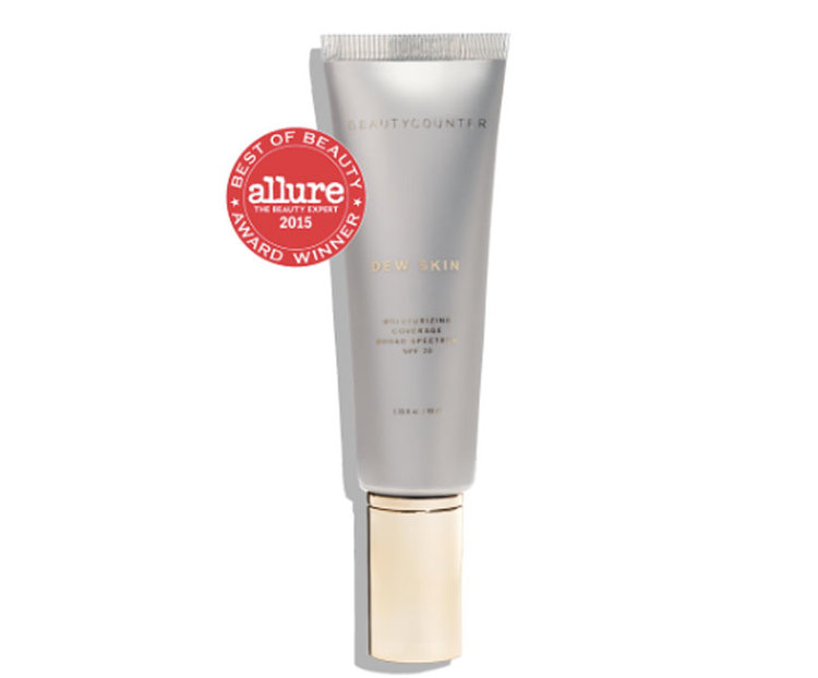 Dew Skin Moisturizing Coverage SPF 20 provides lightweight, sheer hydration that evens skin tone while protecting the skin from sun damage. Black currant, peony flower root extract, and vitamin C reduce the appearance of age spots and enhance skin brightness, while sodium hyaluronate promotes firmer, smoother-looking skin.