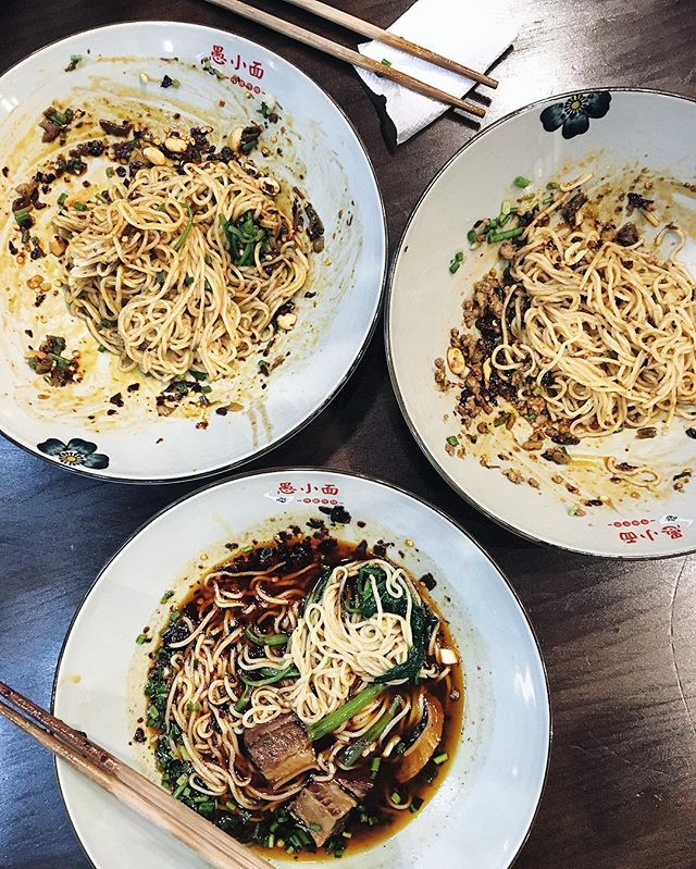 🎶 And you don't stop 🎶 Totally fine by us, if you're talking about 🍜🍜🍜. This time? Chongqing xiaomian (重庆小面).