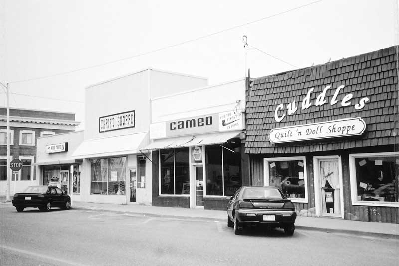 The Cameo Cafe, 2003. photo by Robert How