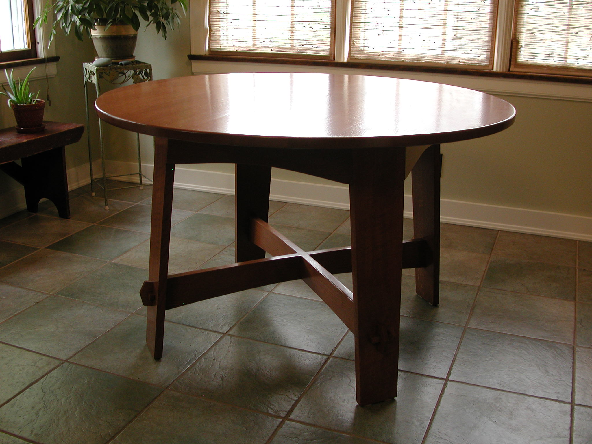 Limbert-inspired Arts & Crafts Table