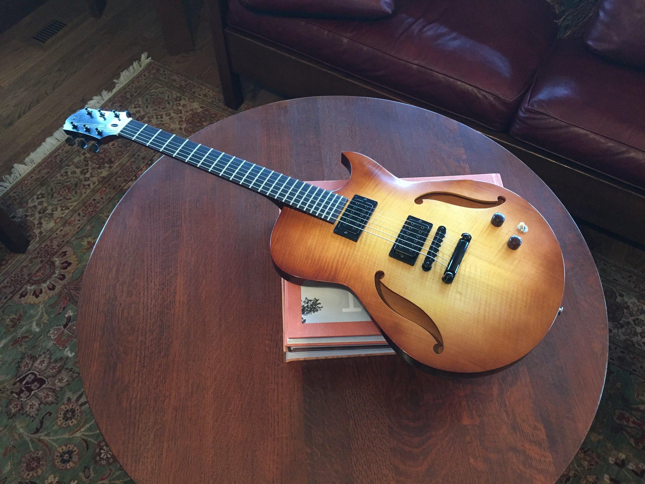 Semi-Hollowbody Electric Guitar