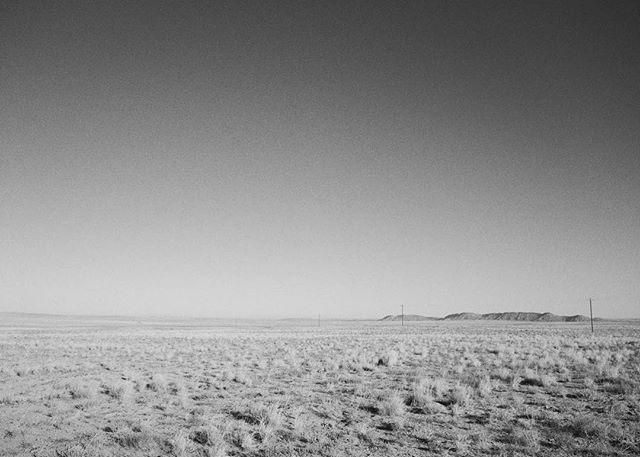 DINÉ BIKÉYAH // NAVAJOLAND . . . . . #dinehjewelry #navajoland #navajonation #dinébikeyah #motherearth #sacredlandscape #navajoreservation #blackandwhitephotography #landscapephotography #shiprock #newmexico #desertsouthwest #southwest #openspace #newmexicolove #respectmothernature #mothernature