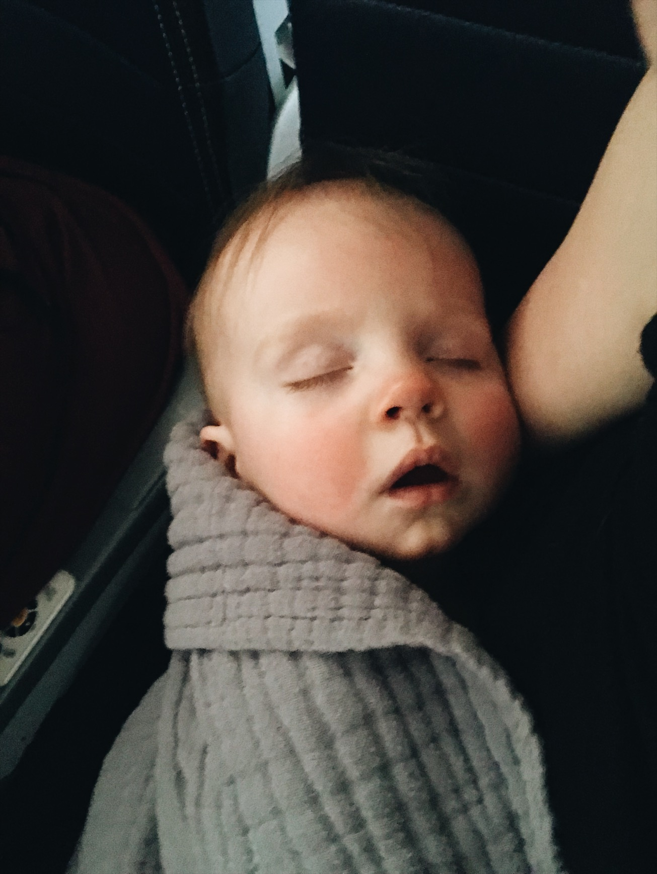 sleep-schedule-while-traveling-with-newborn